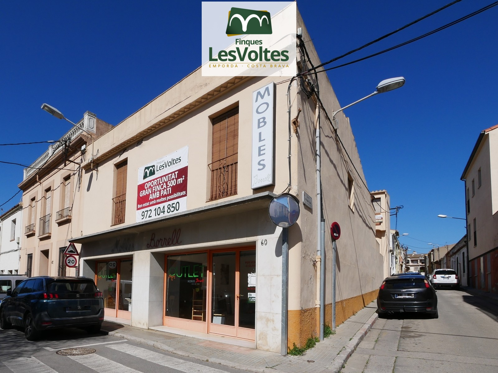 COMMERCIAL CORNER LOCAL WITH GREAT FACADE AND A LOT OF VISIBILITY FOR SALE IN PALAFRUGELL. FINCA WITH MANY POSSIBILITIES IN C