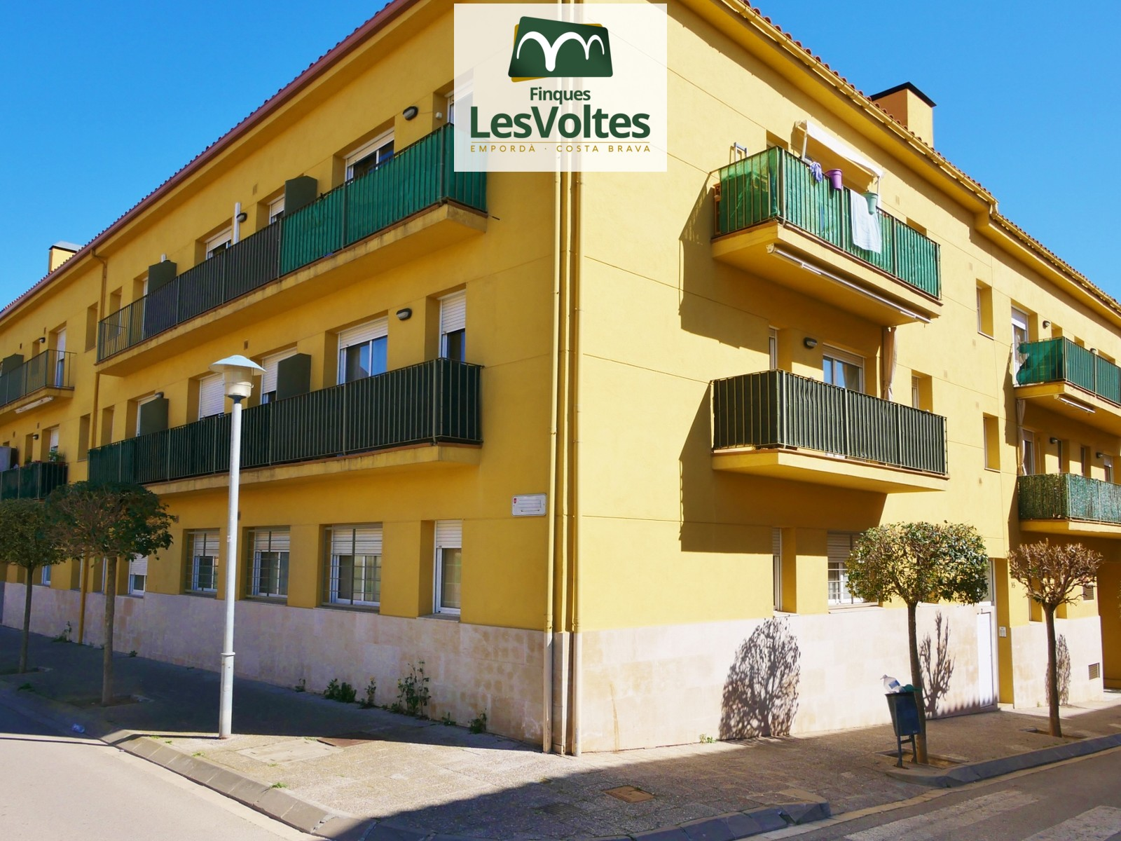 SPACIOUS NEW SEMI FLOOR WITH PARKING PLACE AND STORAGE ROOM FOR SALE IN PALAFRUGELL. COMMUNITY WITH ELEVATOR.
