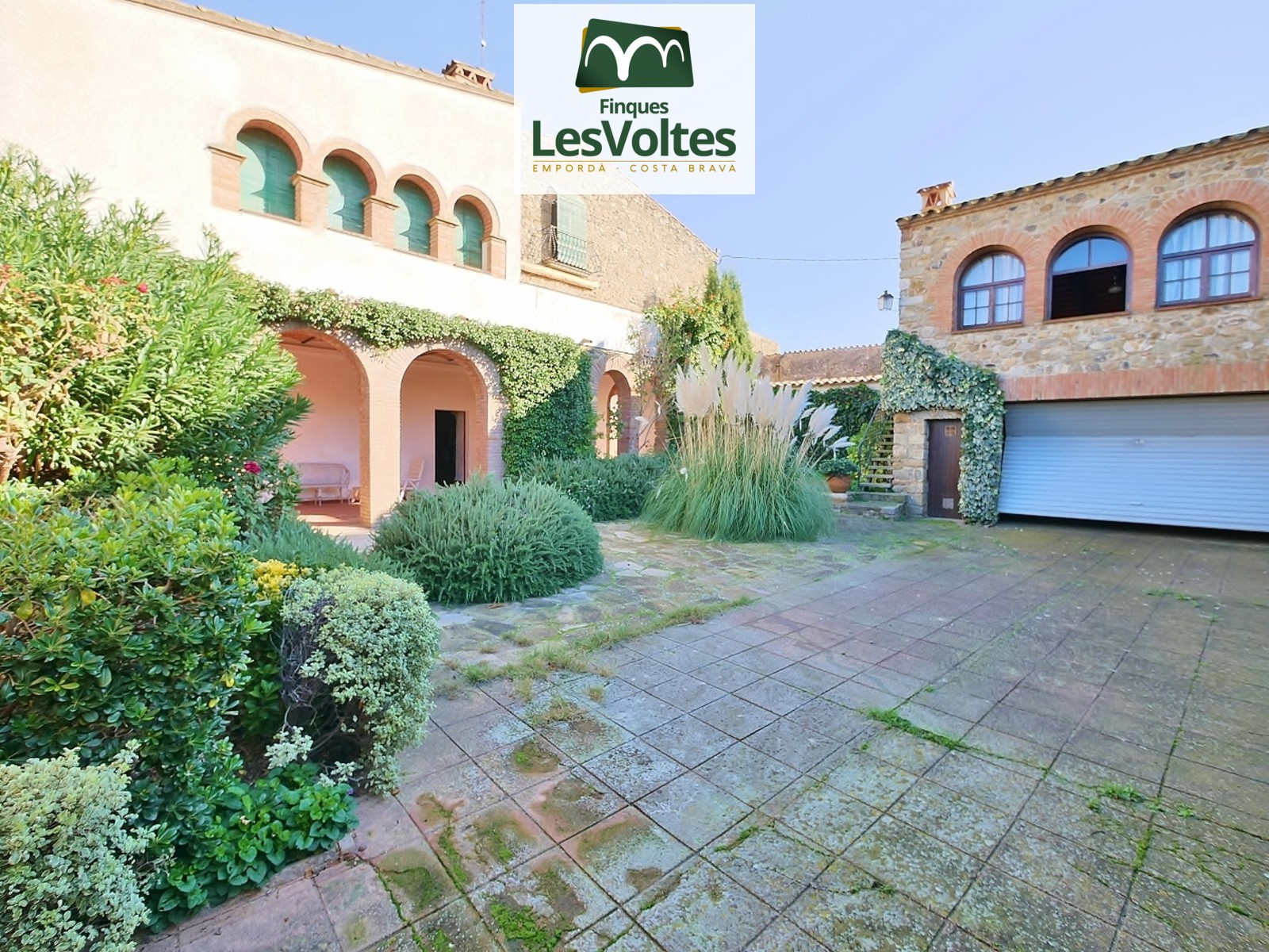 Great and renovated rural property for sale in Baix Empordà.