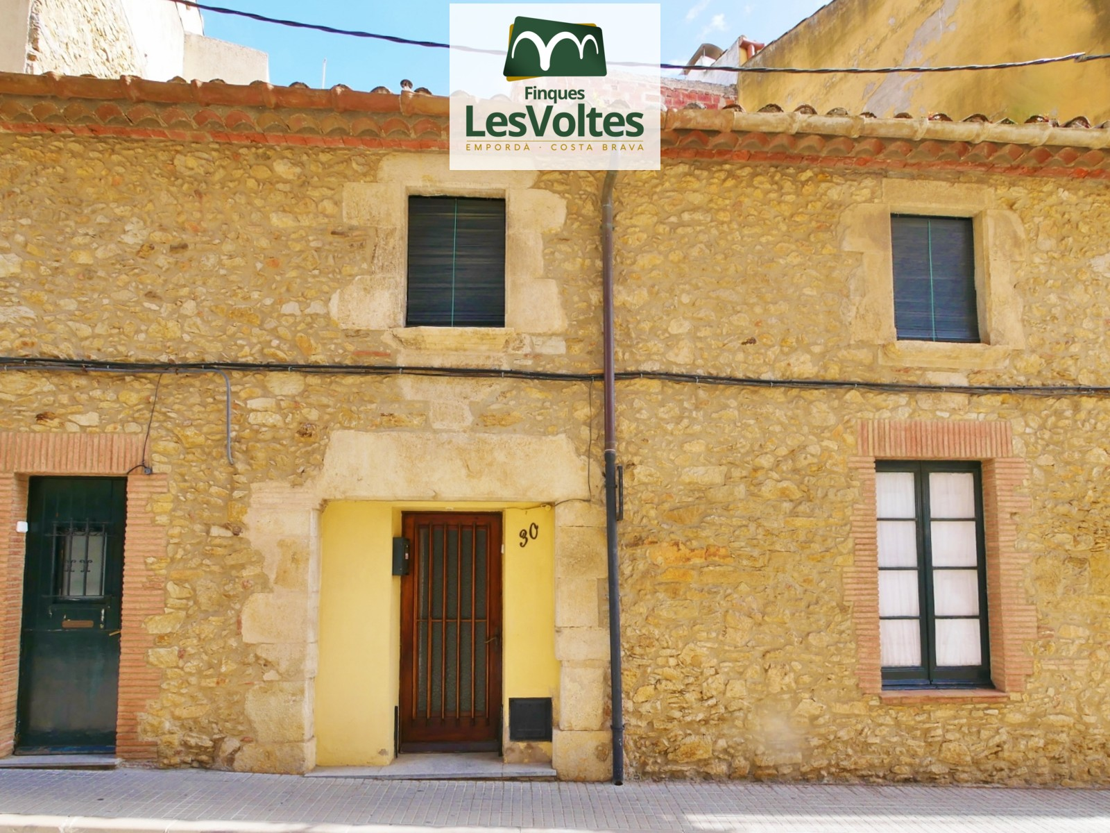 GREAT RUSTIC VILLAGE HOUSE FOR SALE IN PALAFRUGELL WITH PATIO. PRIVILEGED LOCATION NEAR THE CENTER.