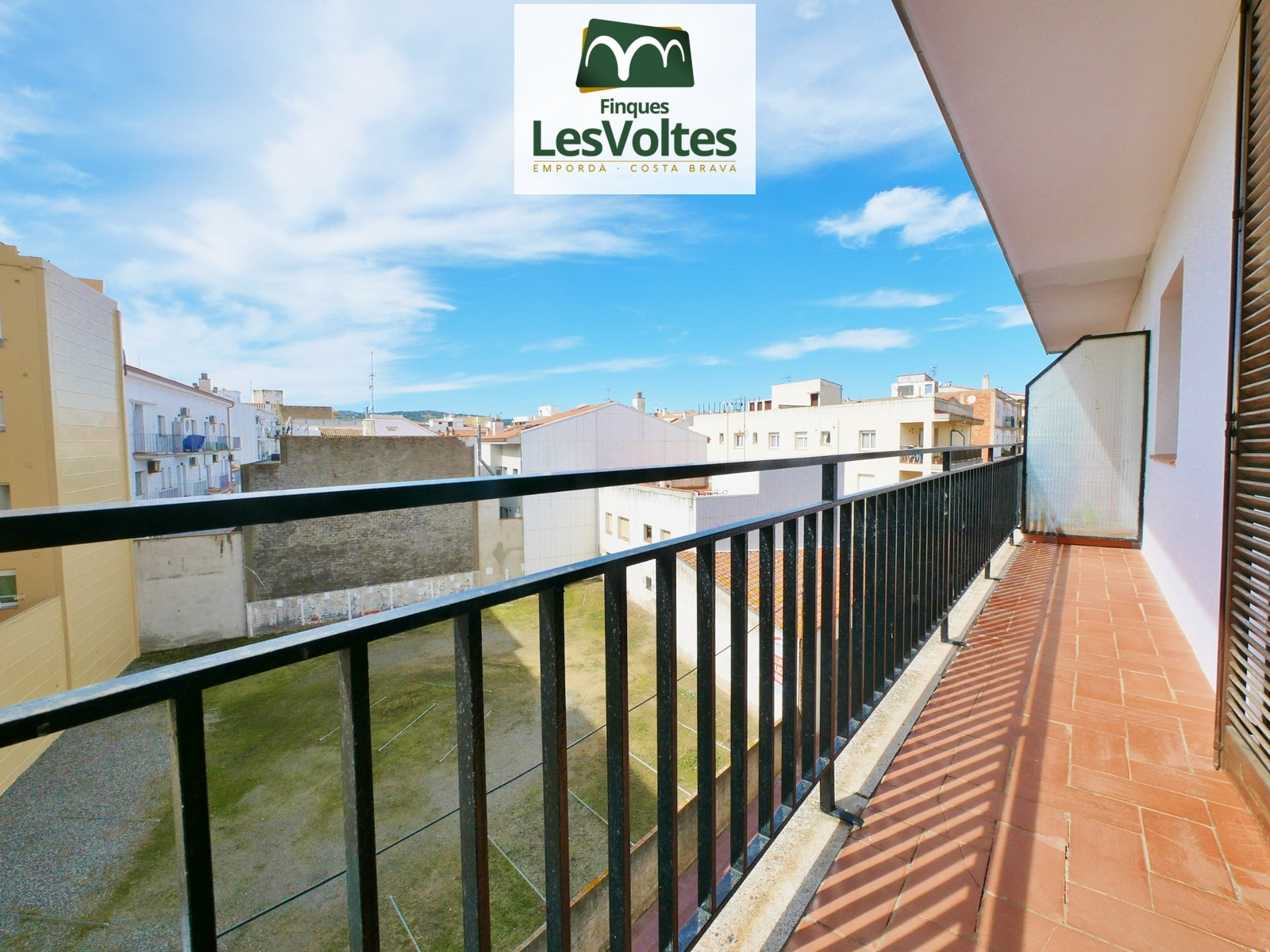 3 BEDROOM APARTMENT FOR SALE IN SANT ANTONI DE CALONGE LOCATED ON ONE STEP FROM THE BEACH