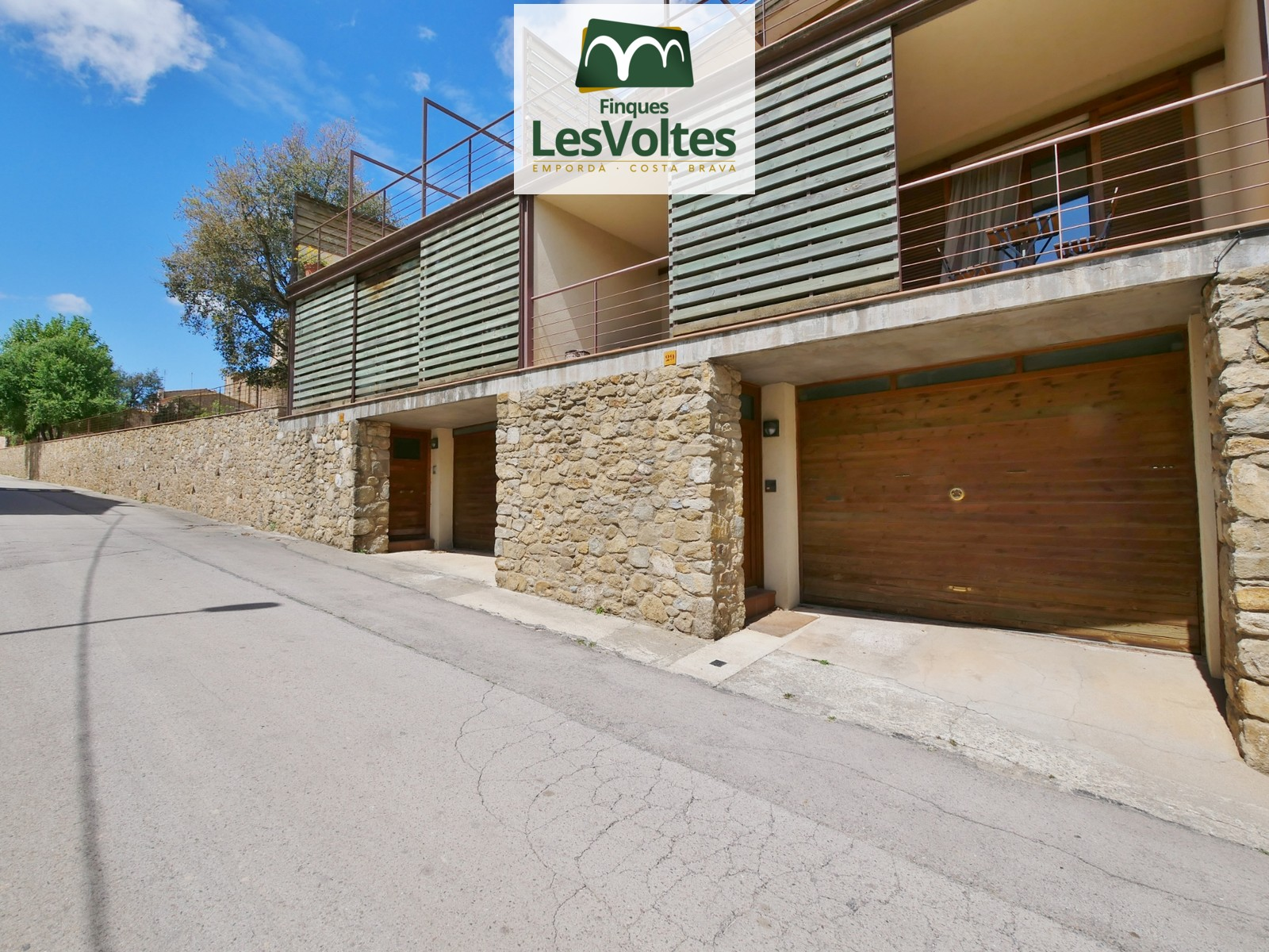 SINGLE FAMILY OF 261 M2 WITH 4 BEDROOMS, GARAGE, PATIO AND TERRACE FOR SALE IN PARLAVÀ.