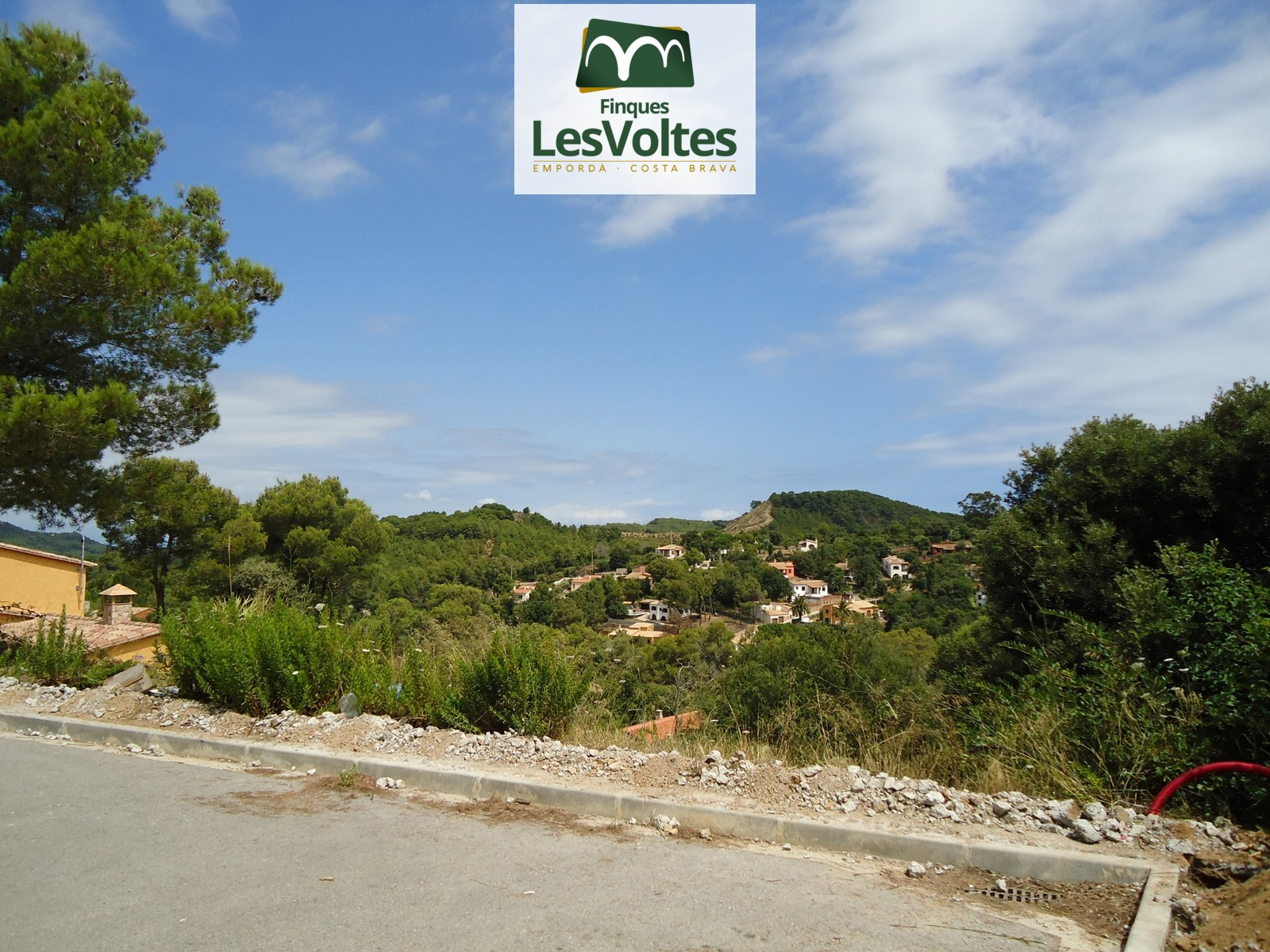GREAT OPPORTUNITY! PLOT FOR SALE IN BEGUR WITH VIEWS. REDUCED PRICE.