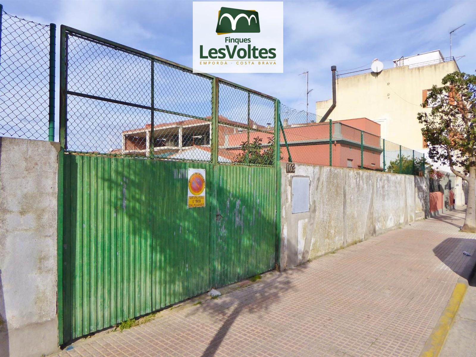 PARCEL·LA EN VENDA AL CENTRE DE PALAFRUGELL 420 M2 PER A CONSTRUIR-HI FINS A 2 CASES. MAGNÍFICA OPORTUNITAT!