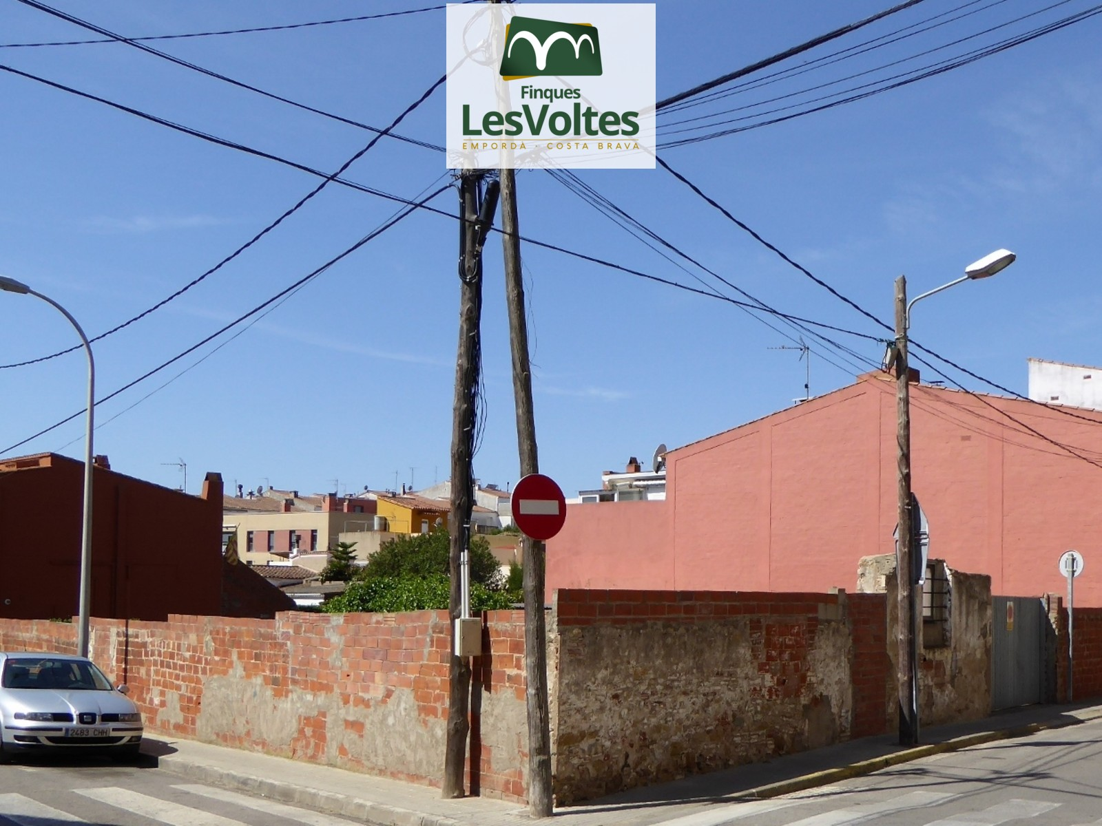 SOLAR CORNER FOR SALE IN PALAFRUGELL CENTRAL AREA. GOOD SITUATION AND BUILDING OF UP TO 1,200 M2.
