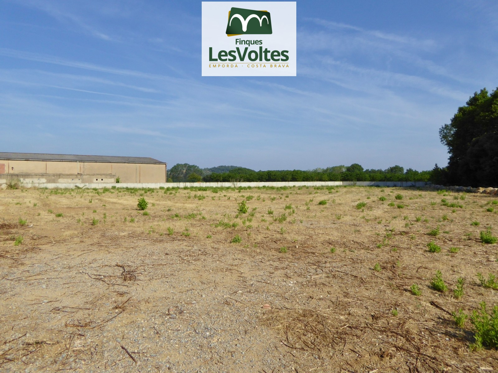 LARGE INDUSTRIAL PLOT FOR RENT IN VULPELLAC, INDUSTRIAL ESTATE. POSSIBILITY OF PURCHASE.