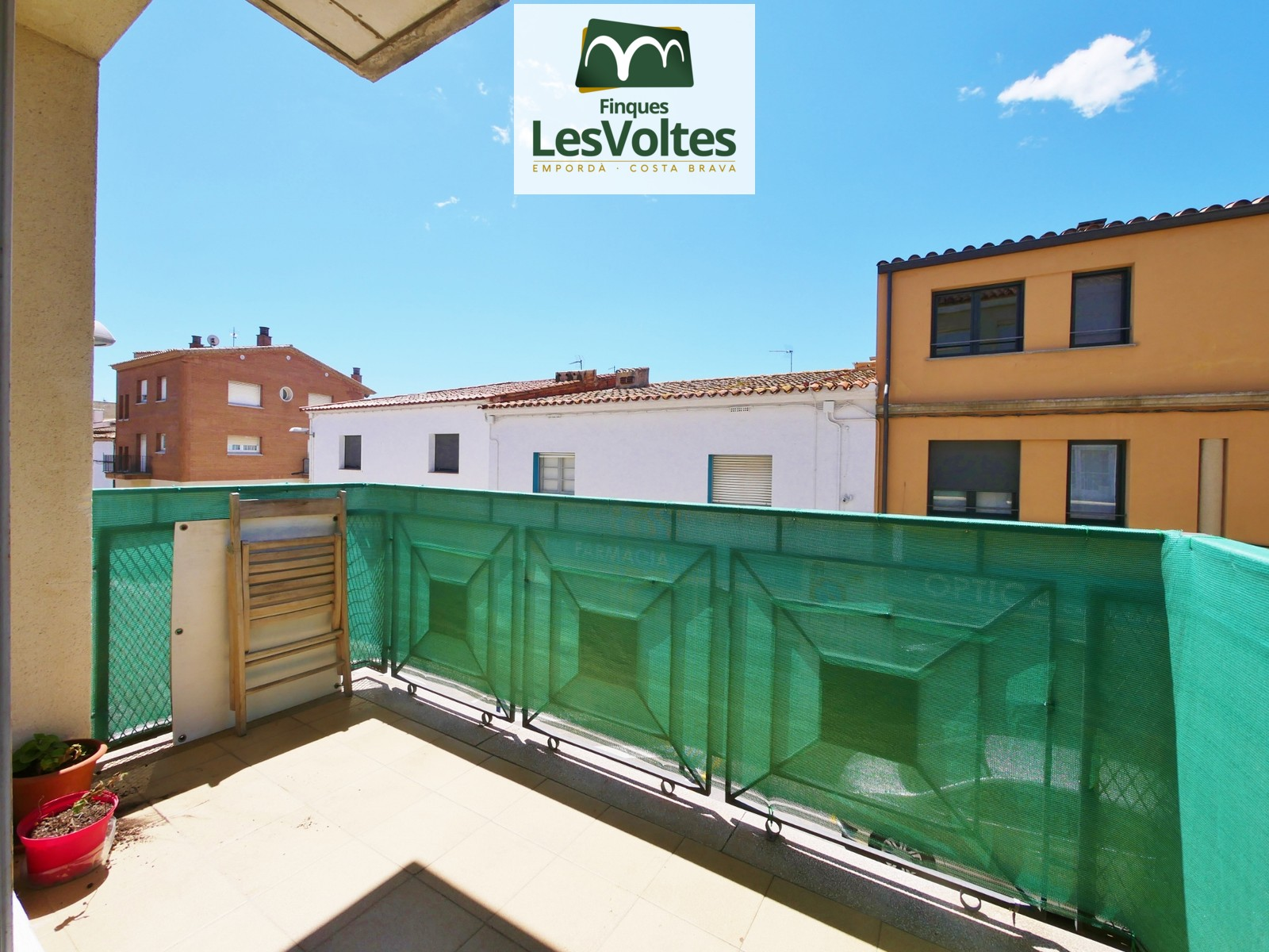 Magnificent apartment with parking space and balcony for rent in Palafrugell. Furnished and equipped apartment ready to move