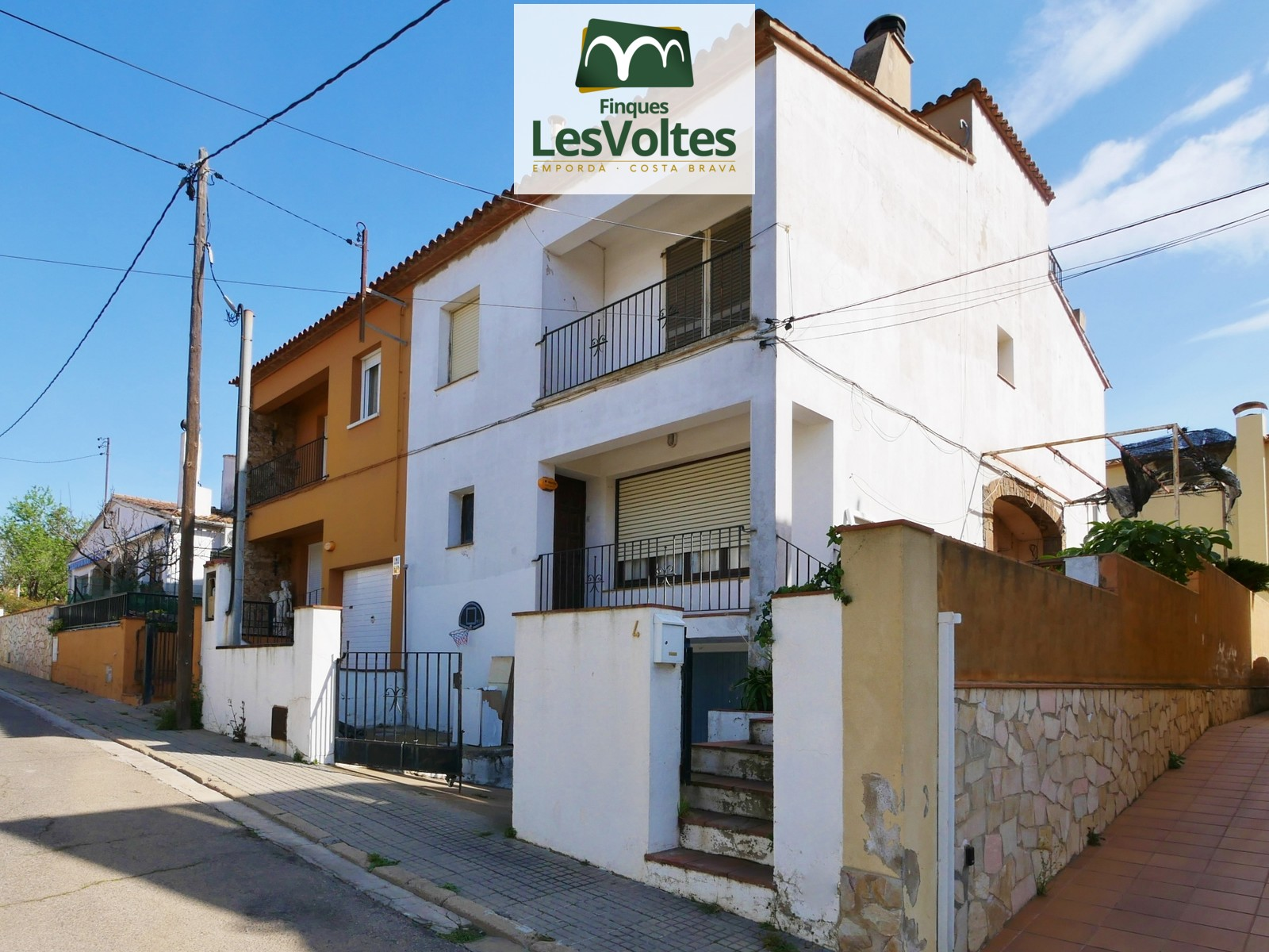 HOUSE OF 4 BEDROOMS LOCATED IN A QUIET RESIDENTIAL AREA OF PALAFRUGELL. BRUGUEROL AREA