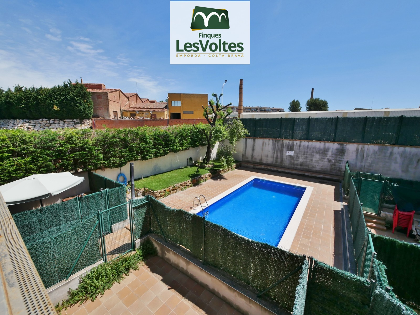PROMOTION OF 2 AND 3 BEDROOMS FLATS IN BUILDING CLOSE TO THE CENTER OF SALE IN LA BISBAL D'EMPORDÀ.
