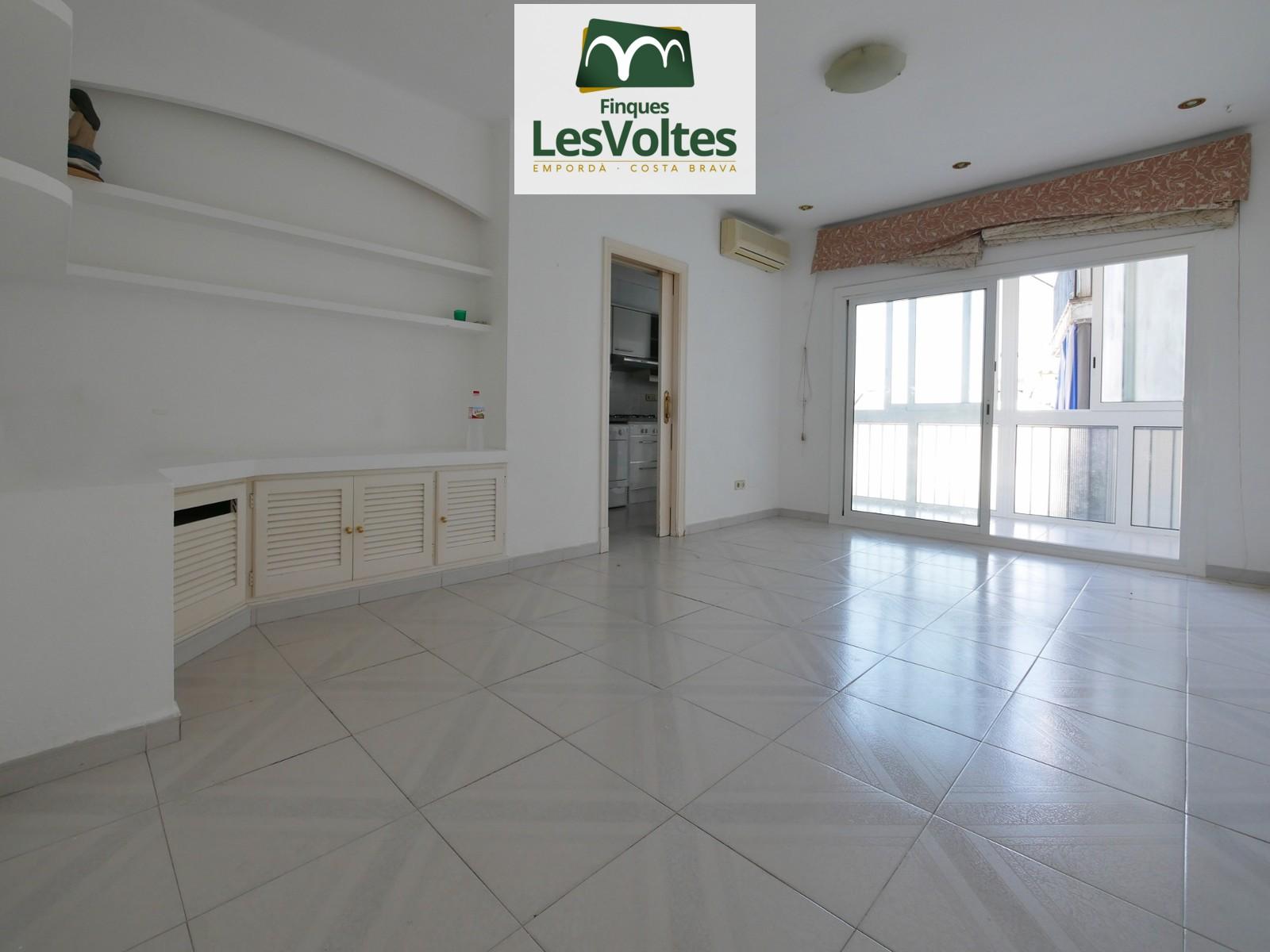 Pis de dues habitacions en lloguer a Palafrugell. Situat en zona ben comunicada i a prop del centre.