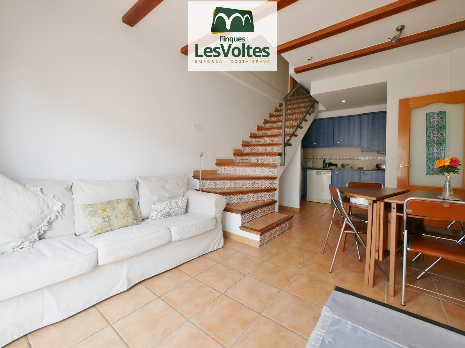DUPLEX PENTHOUSE WITH PARKING SPACE AND TERRACE FOR SALE IN PALAFRUGELL. LOCATED IN THE CENTER OF THE VILLAGE IN A QUIET AREA