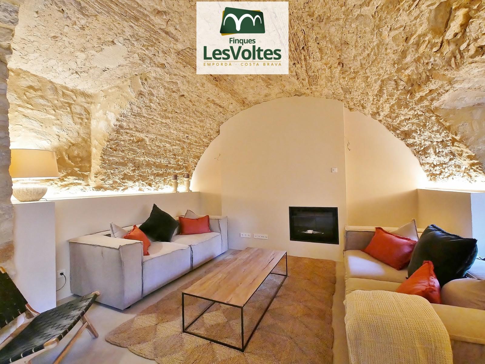 Exclusiva promoció de 3 masies totalment rehabilitades amb pati interior i piscina comunitària en venda a Esclanyà.