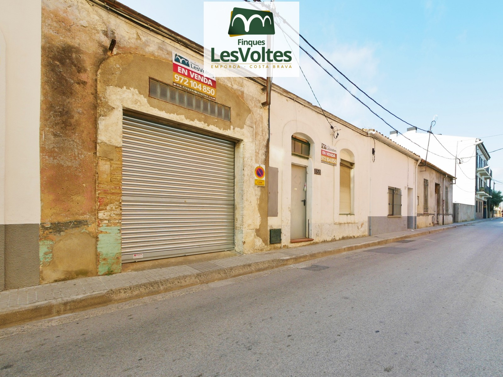 VILLAGE HOUSE WITH PATIO AND RETURN FOR SALE IN PALAFRUGELL. MANY POSSIBILITIES.