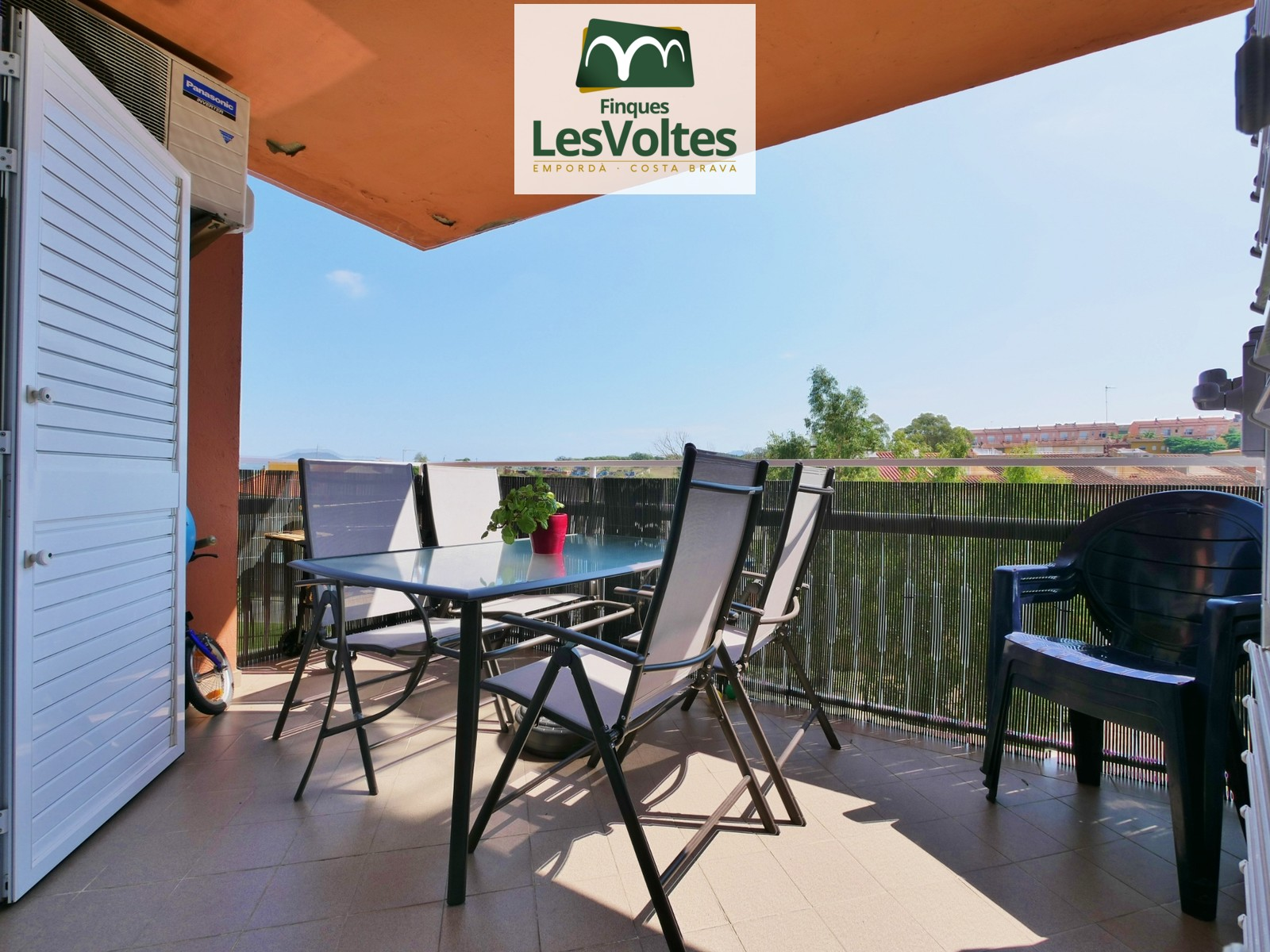FANTASTIC FULLY REFORMED APARTMENT WITH 4 ROOMS WITH TERRACE AND VIEWS FOR SALE IN PALAFRUGELL. COMMUNITY WITH ELEVATOR.