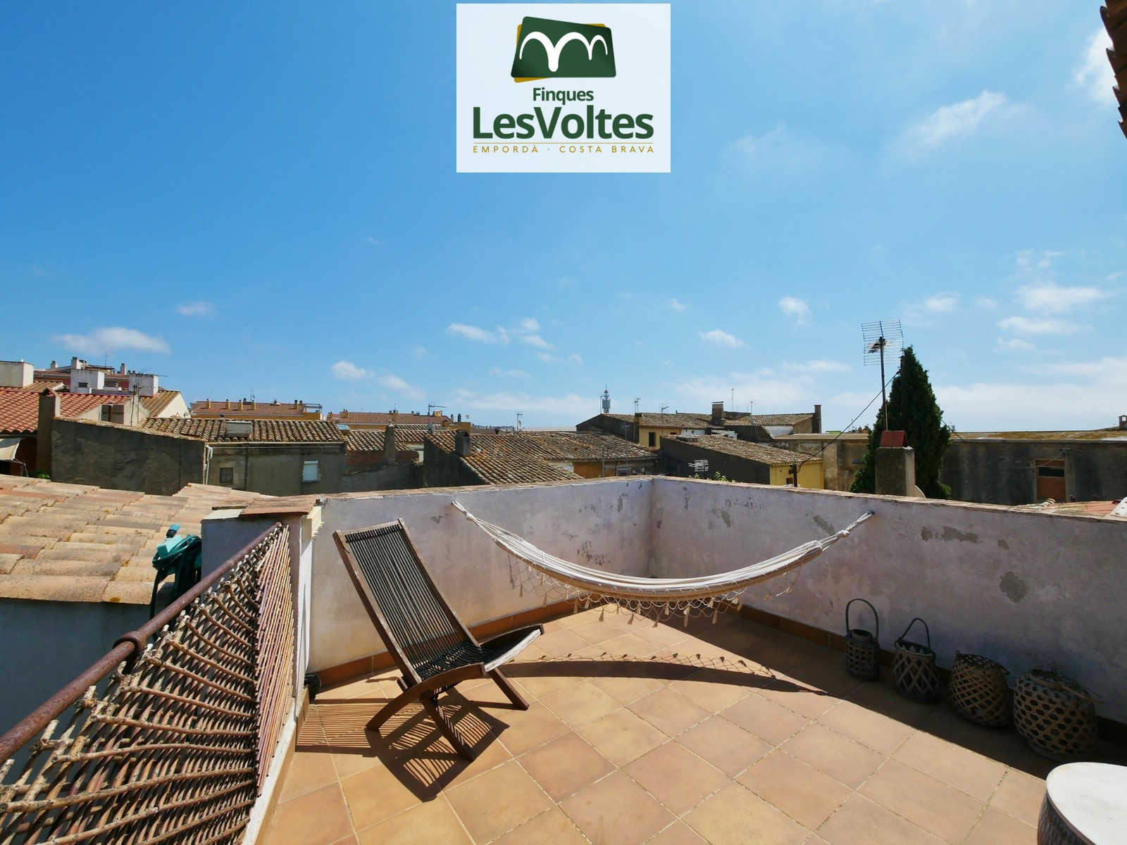 House with playground and terrace for rent in the center of Palafrugell. Ideal for second residence.
