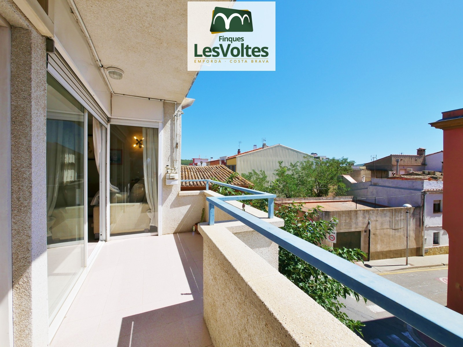 4 BEDROOM DUPLEX PENTHOUSE WITH TWO PARKING SPACES AND TERRACE FOR SALE IN THE CENTER OF PALAFRUGELL.