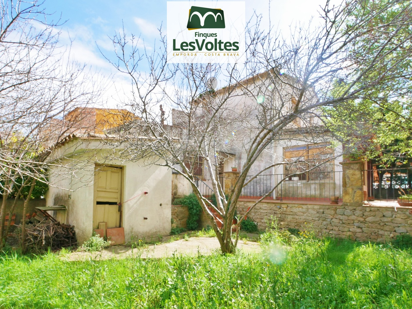 OPPORTUNITY! CHARMING HOUSE 180M2 AND GARDEN 280M2 FOR SALE IN THE CENTER OF PALAFRUGELL.