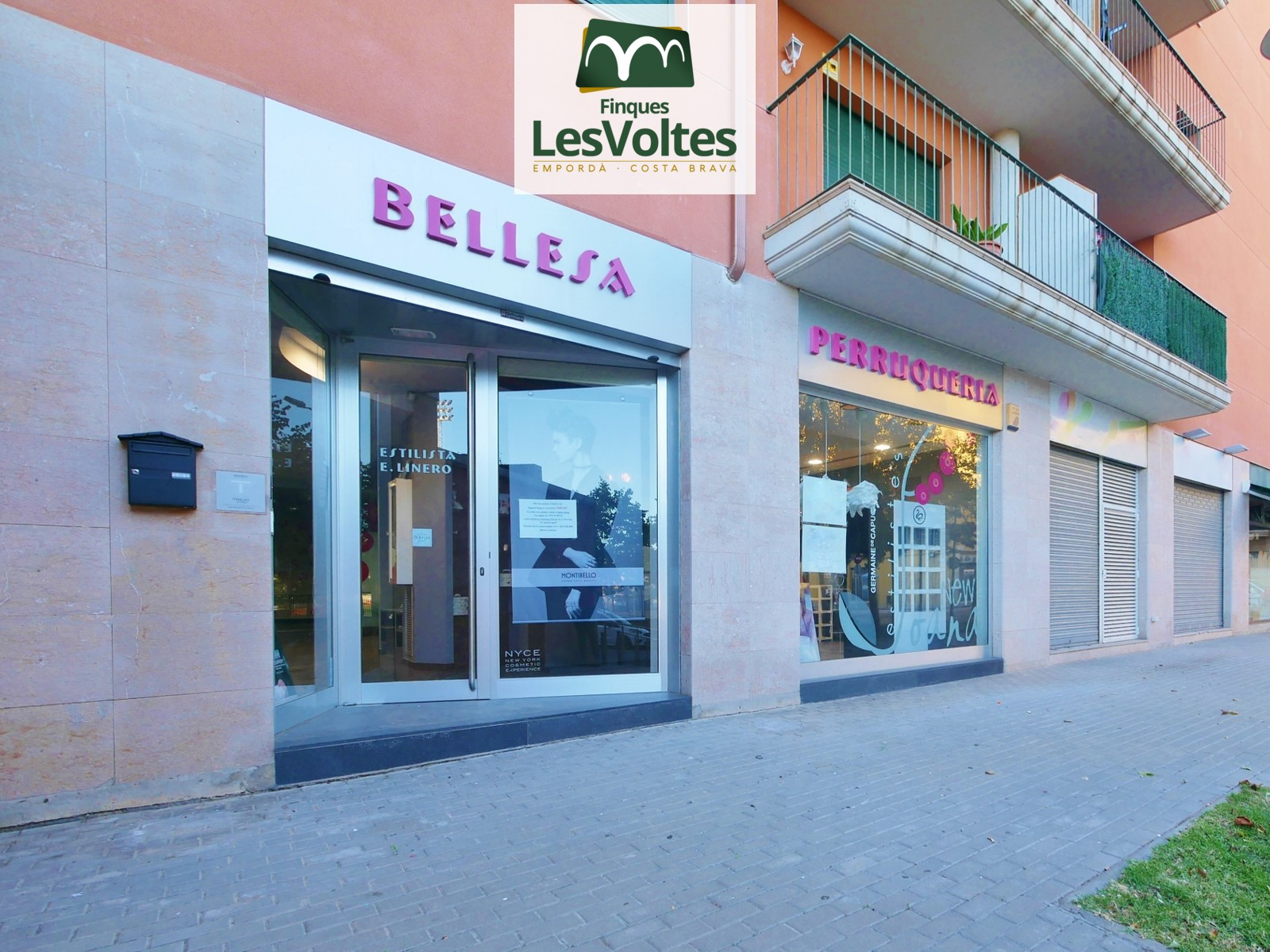 MAGNIFICENT COMMERCIAL LOCAL WITH HAIRDRESSING AND AESTHETICS BUSINESS FOR SALE IN PALAFRUGELL. IMPECCABLE REFORM.