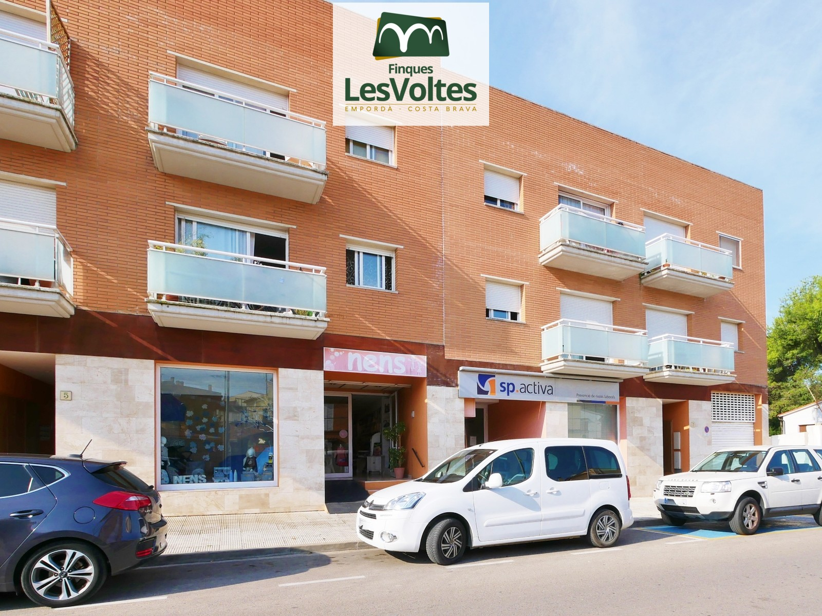 TWO PARKING PLACES WITH STORAGE ROOM FOR SALE IN THE CENTER OF THE BISBAL D'EMPORDÀ.