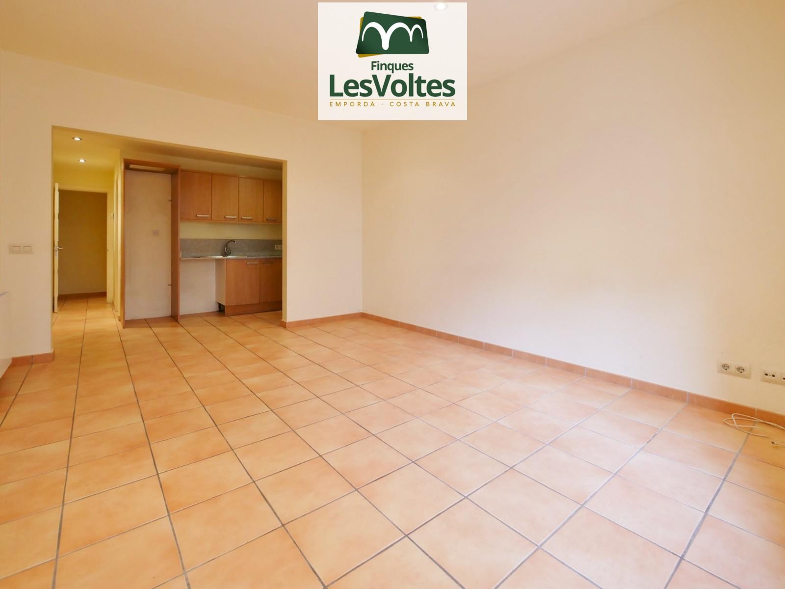 Magnífic pis de 3 habitacions en venda en immillorable situació al centre peatonal de Palafrugell.