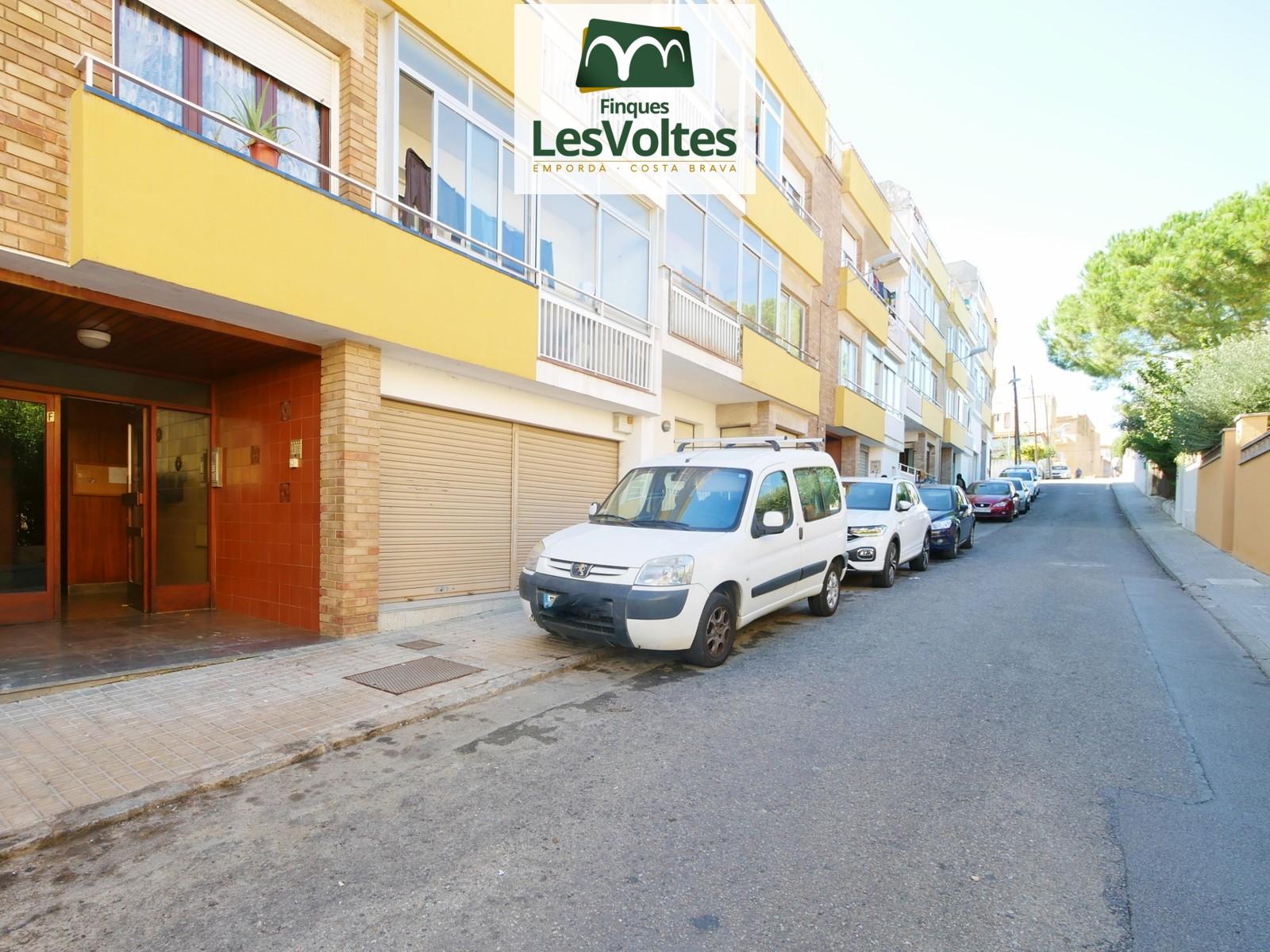 Local comercial en planta Bbaja en venta situado en zona residencial de Palafrugell.