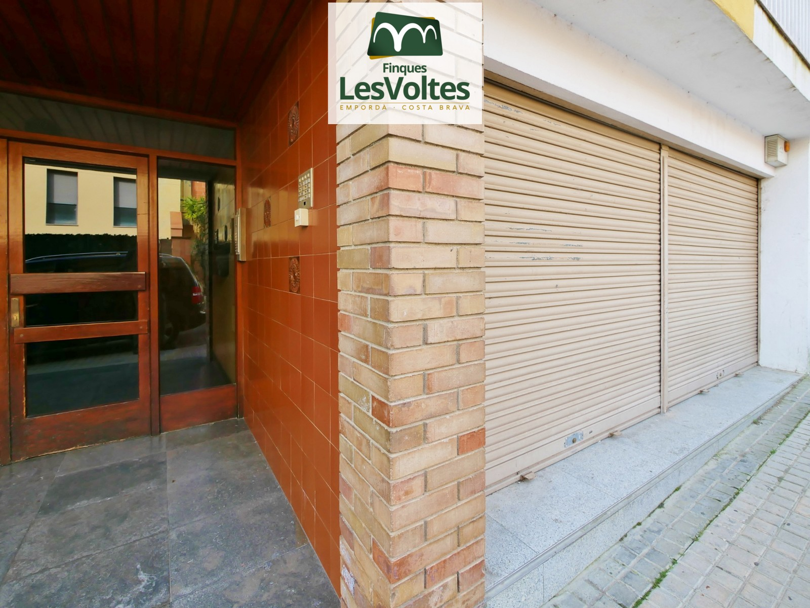 Commercial premises on the ground floor for sale located residential area of Palafrugell.