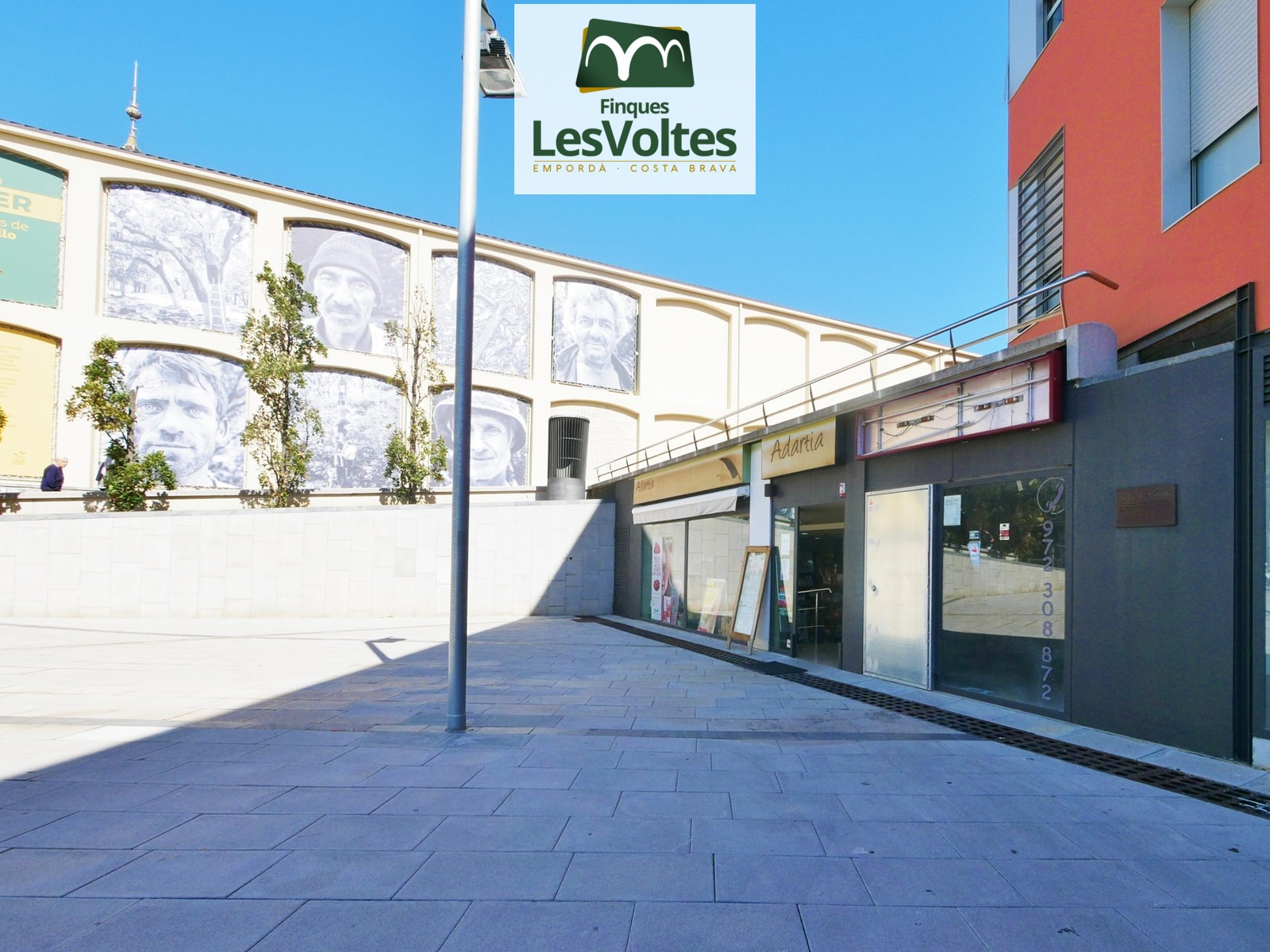 MAGNIFICENT LOCAL COMMERCIAL 172M2 PROCEDENT OF BANK AWARD IN THE CENTER OF PALAFRUGELL. PLAZA CAN MARIO