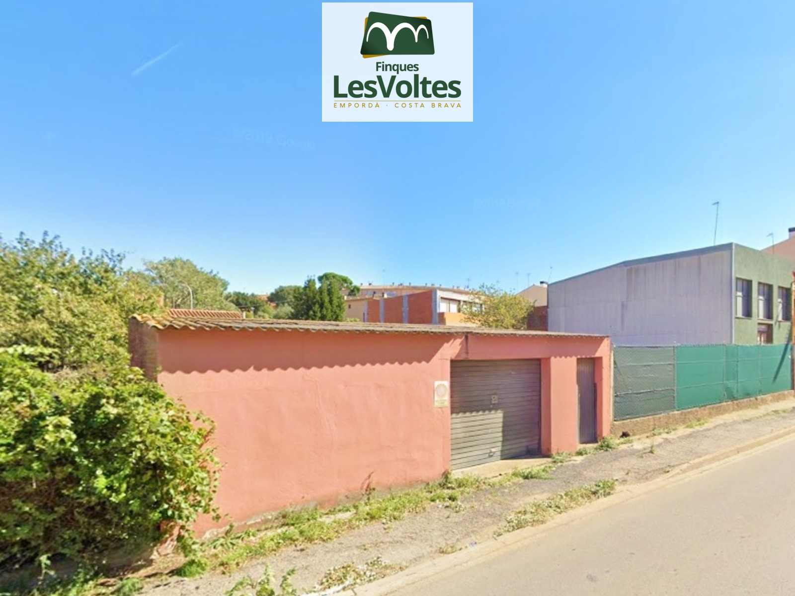 Plot for sale in Palafrugell with large facade and high building. Very good opportunity.