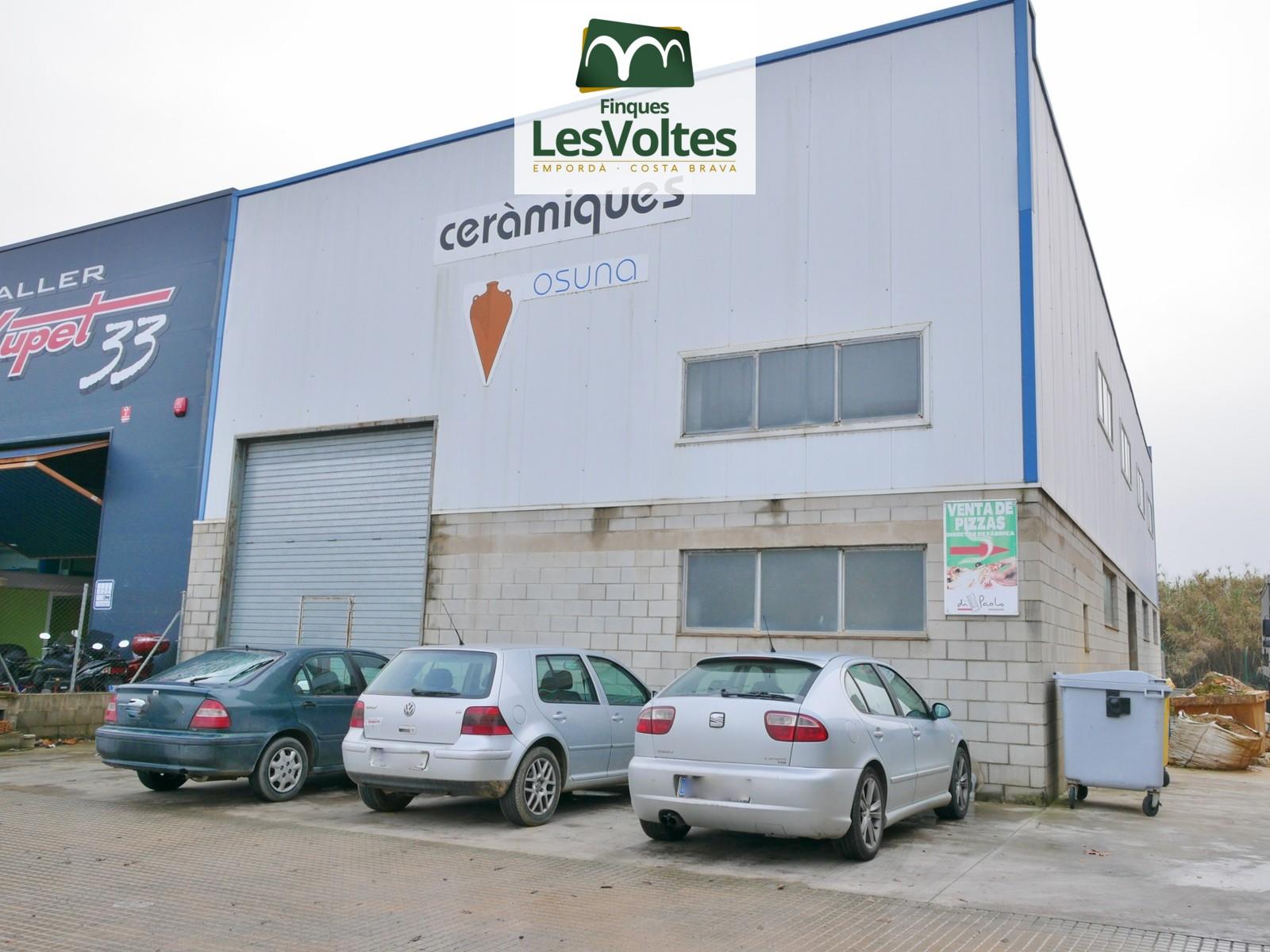 Nave Industrial en venta en La Bisbal d'Empordà de 368 m2