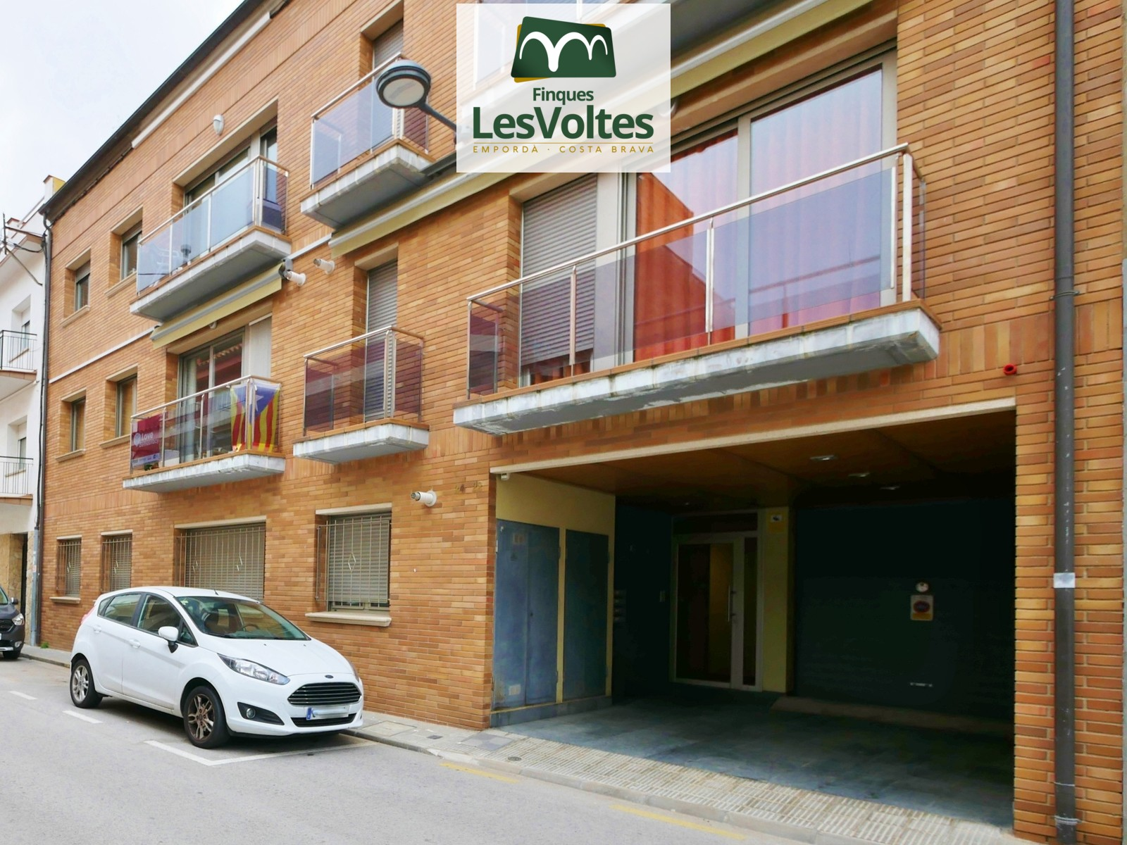 2 BEDROOM GROUND FLOOR APARTMENT FOR SALE IN PALAMÓS. EASY ACCESS AND WELL COMMUNICATED AREA NEAR THE CENTER