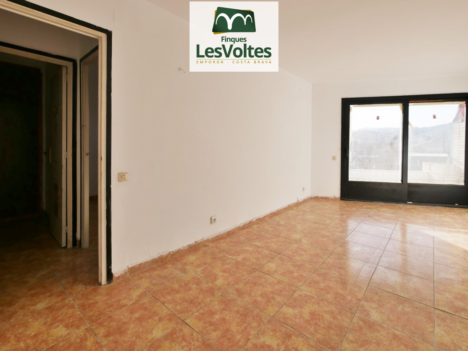 Piso de 3 habitaciones con balcón en venta en Palafrugell