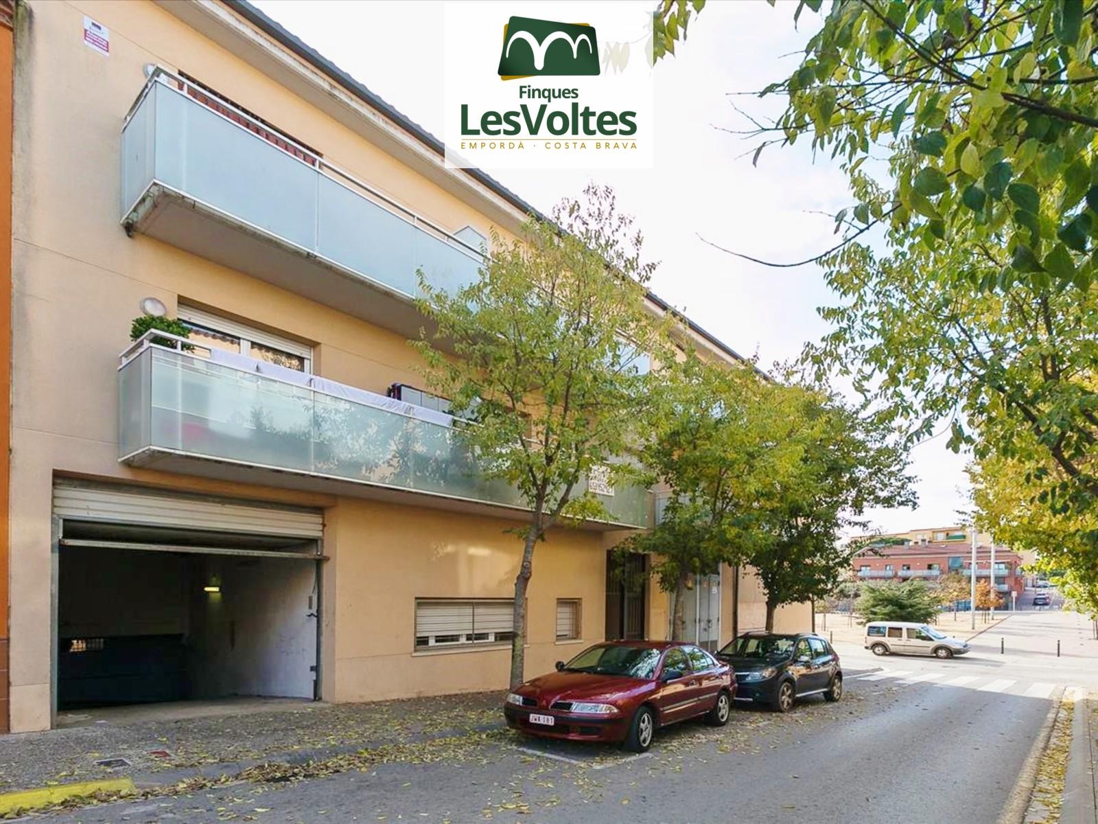 Piso de 2 habitaciones en venta en zona bien comunicada de Palafrugell. Pequeña comunidad de vecinos con ascensor.