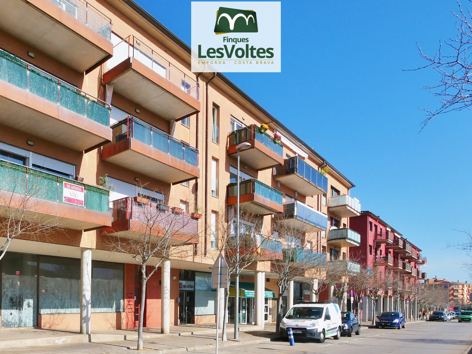 COMMERCIAL PREMISES WITH GREAT ESCAPARATE FOR SALE IN PALAFRUGELL PASSAGE AREA.
