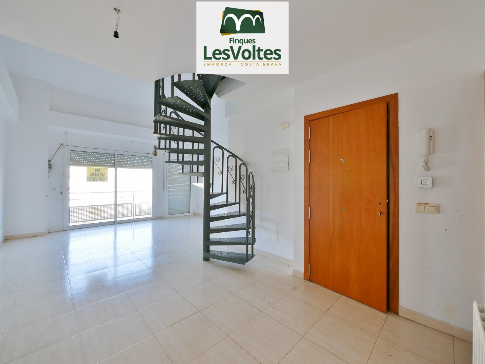 DUPLEX OF 124 M2 IN THIRD FLOOR WITH ELEVATOR FOR SALE IN LA BISBAL D'EMPORDÀ.