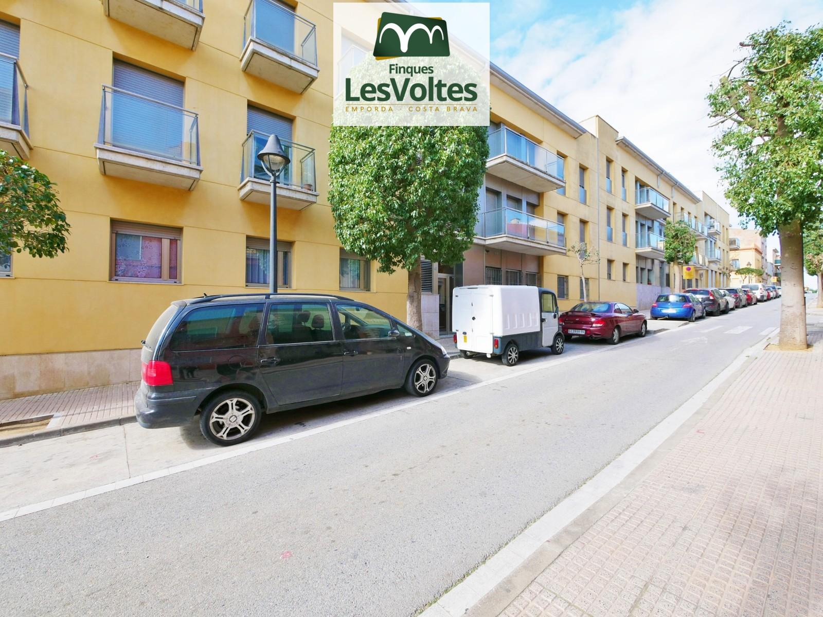 Magnífico ático dúplex con plaza de aparcamiento y trastero en venta en el centro de Palafrugell.