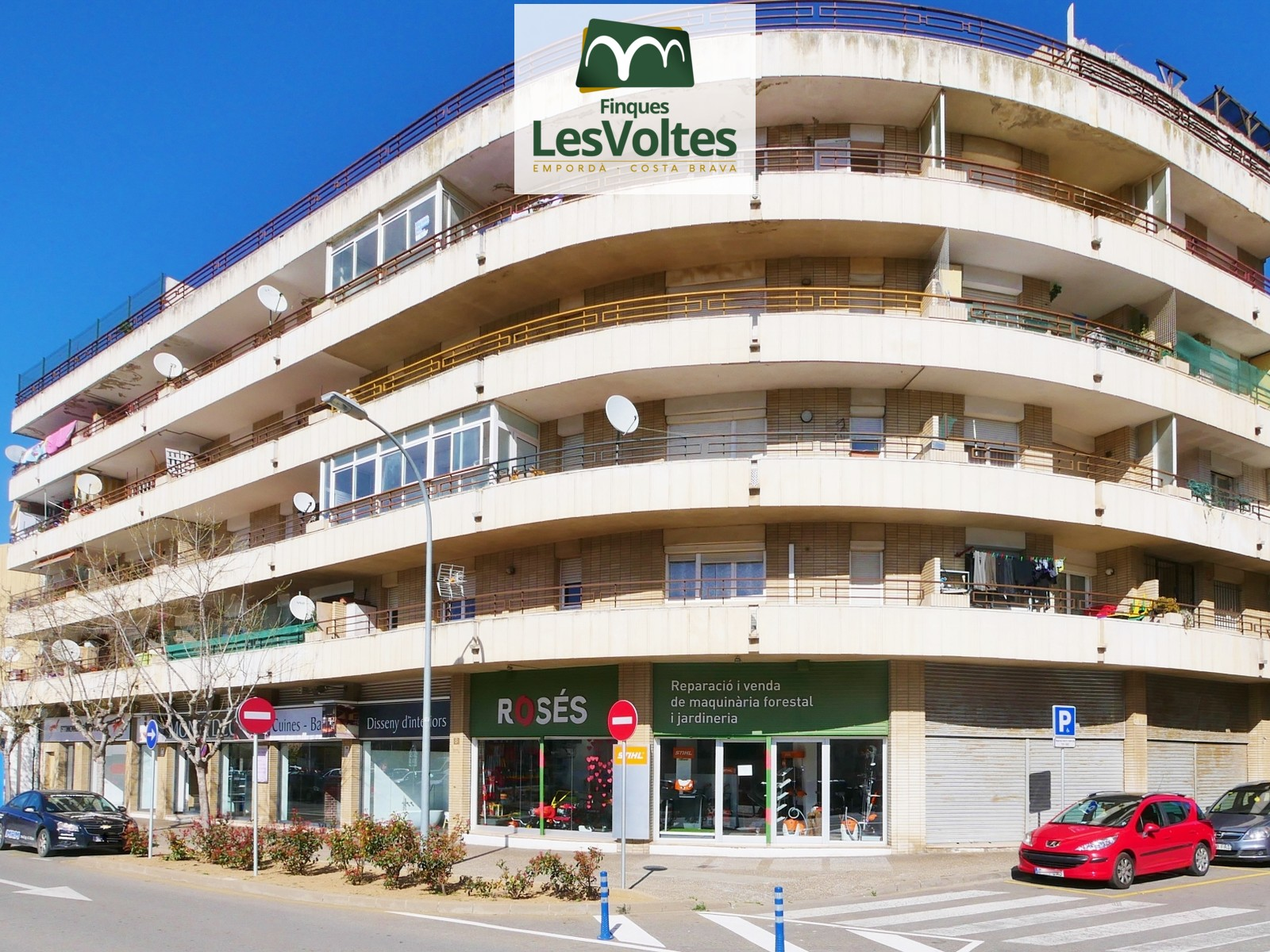 3 bedroom apartment with terrace for sale in well-connected area Palafrugell.
