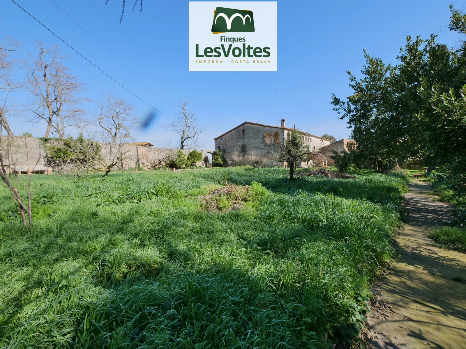 BAIX EMPORDÀ. GREAT FARMHOUSE  OF 1000 M2 WITH SHARECROPPING LAND OF 4000 M2 FOR SALE IN RUPIÀ.