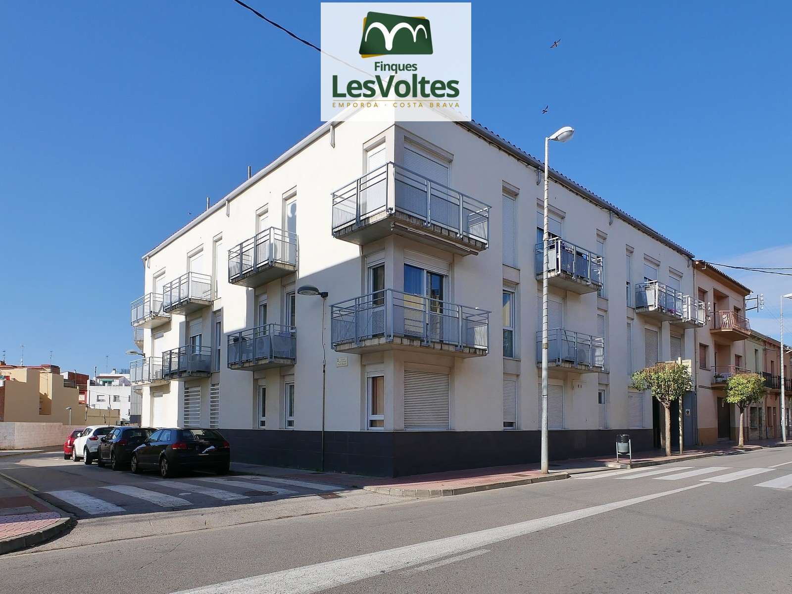 2 BEDROOM APARTMENT WITH TERRACE FOR SALE IN PALAMÓS. VERY QUIET COMMUNITY.