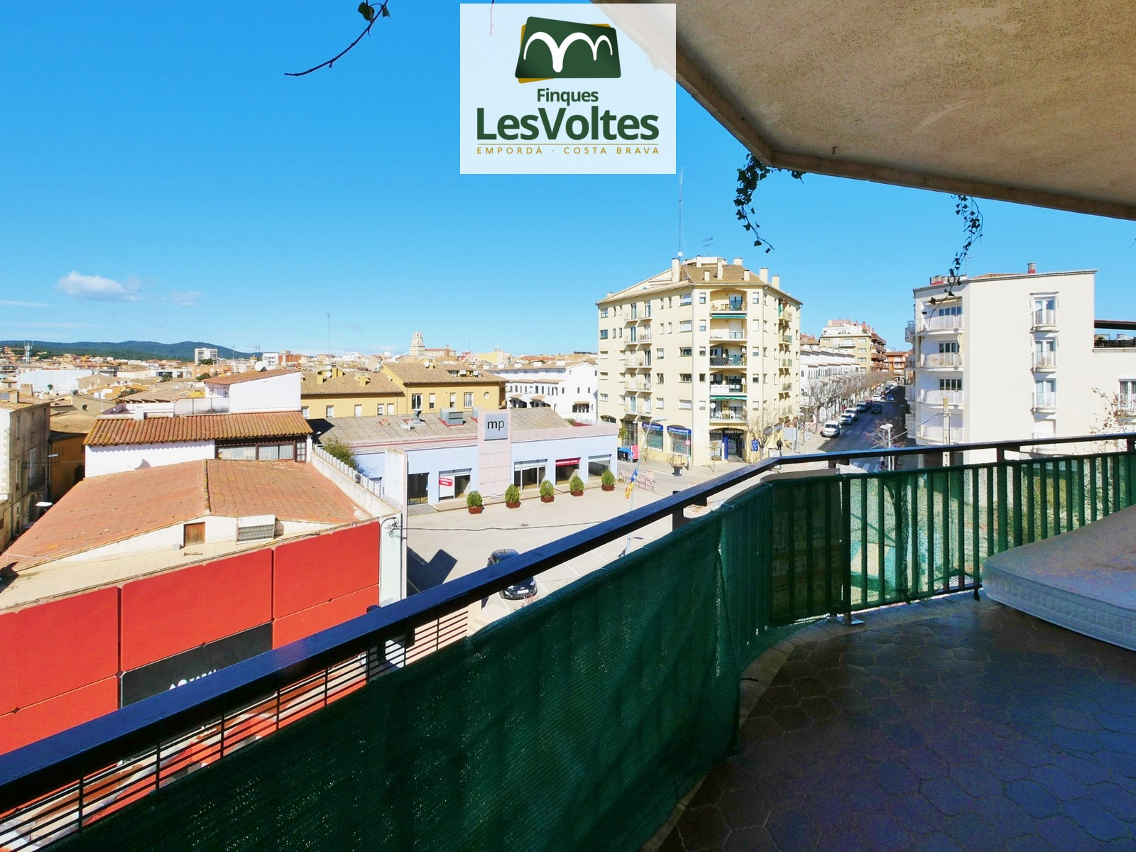 3 ROOMS APARTMENT WITH TERRACE FOR SALE IN AREA NEAR THE CENTER OF PALAFRUGELL. GOOD VIEWS AND GOOD CONDITION.