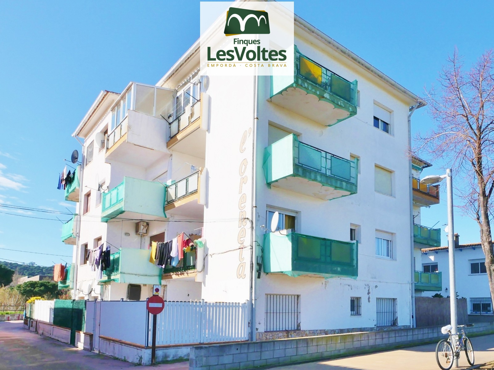 2 BEDROOM APARTMENT WITH TERRACE FOR SALE IN CALONGE. GOOD SITUATION