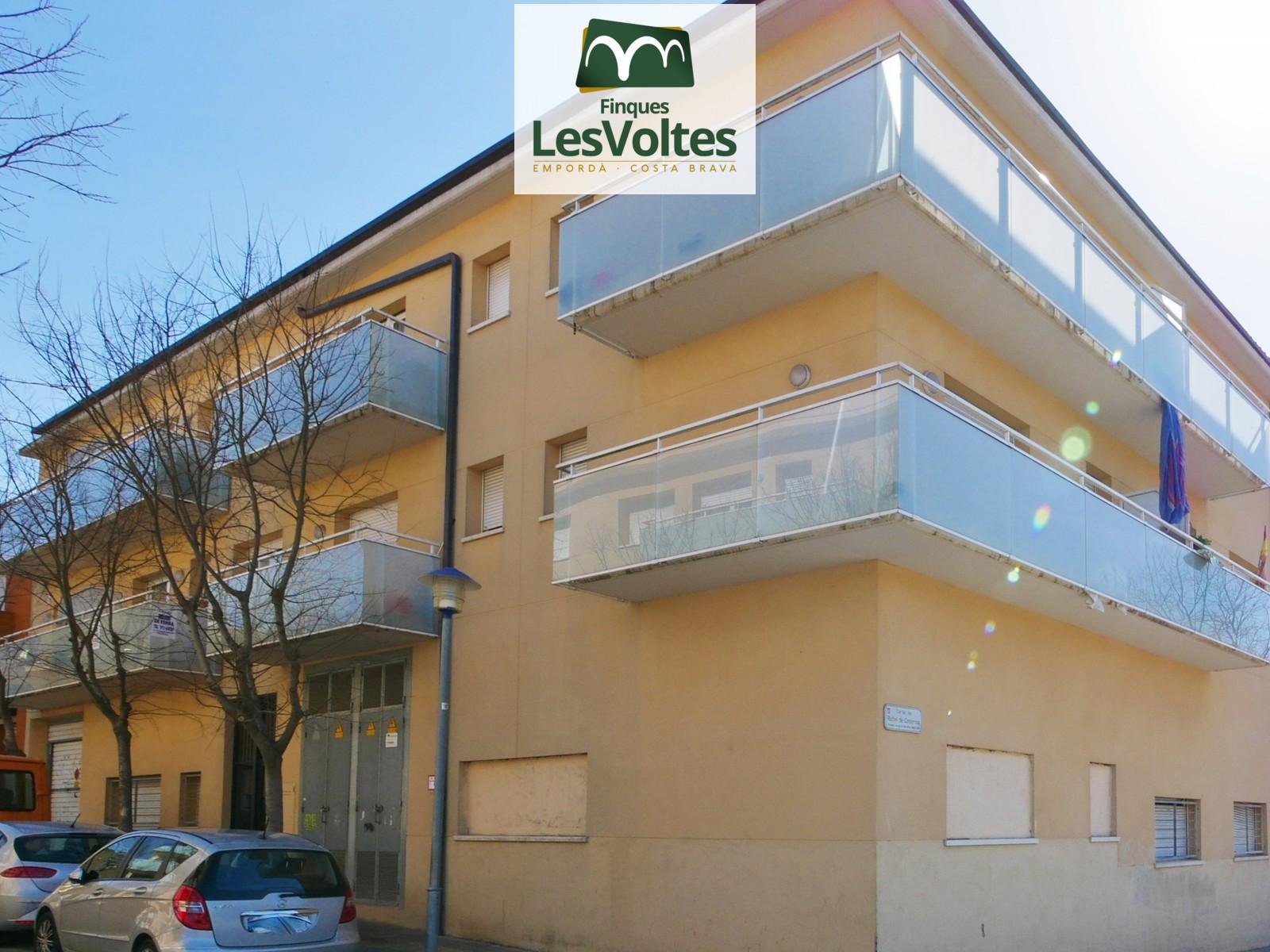 Pis de 2 habitacions amb balcó en venda a Palafrugell. Comunitat amb ascensor.