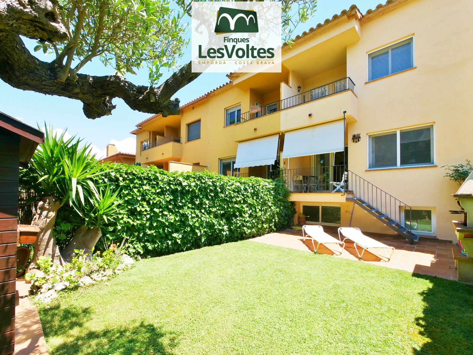 House with garden and garage for sale in Palafrugell. Pi Verd zone.