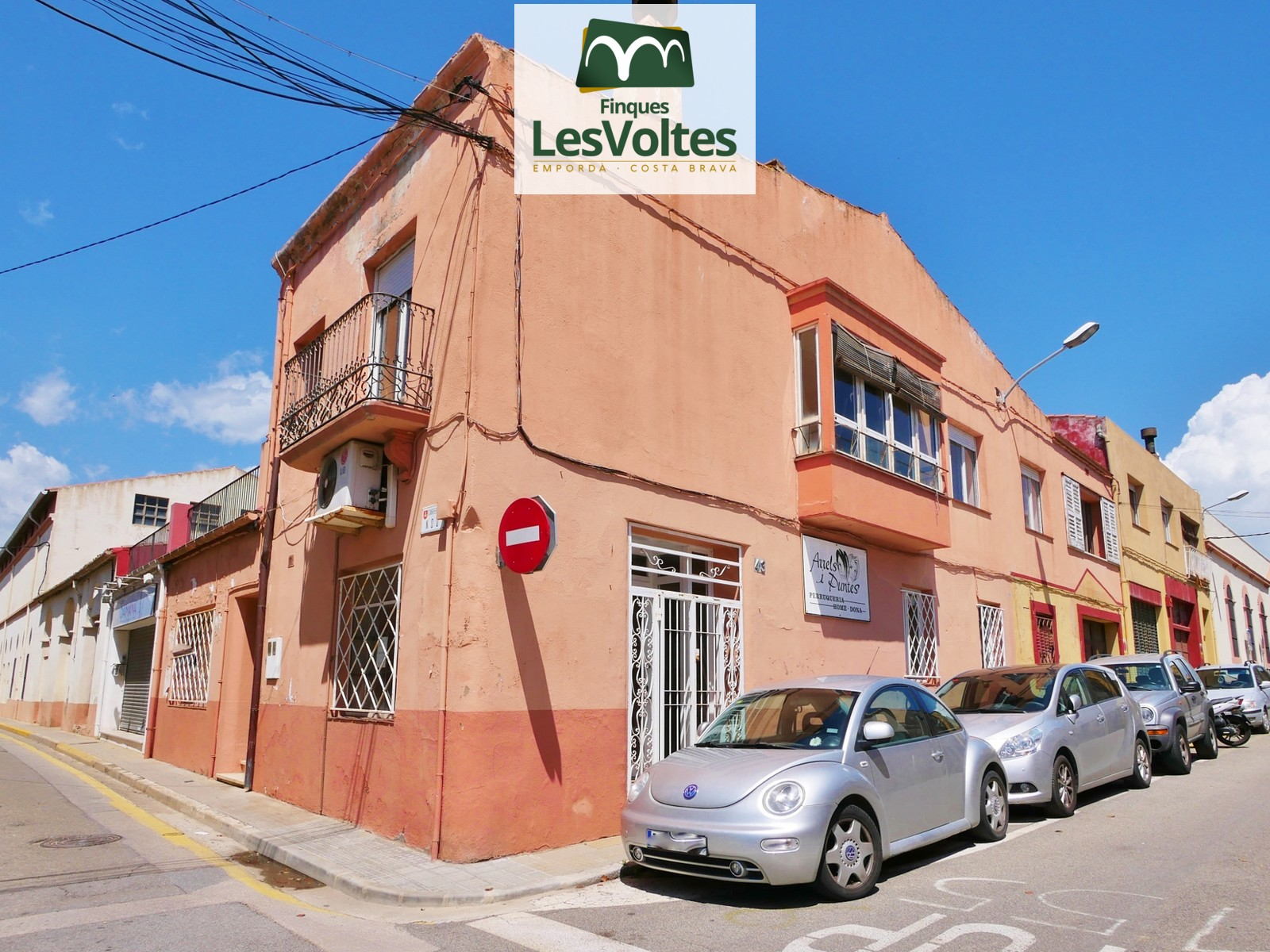 LARGE CORNER PROPERTY FOR SALE IN THE CENTER OF PALAFRUGELL WITH MANY POSSIBILITIES.