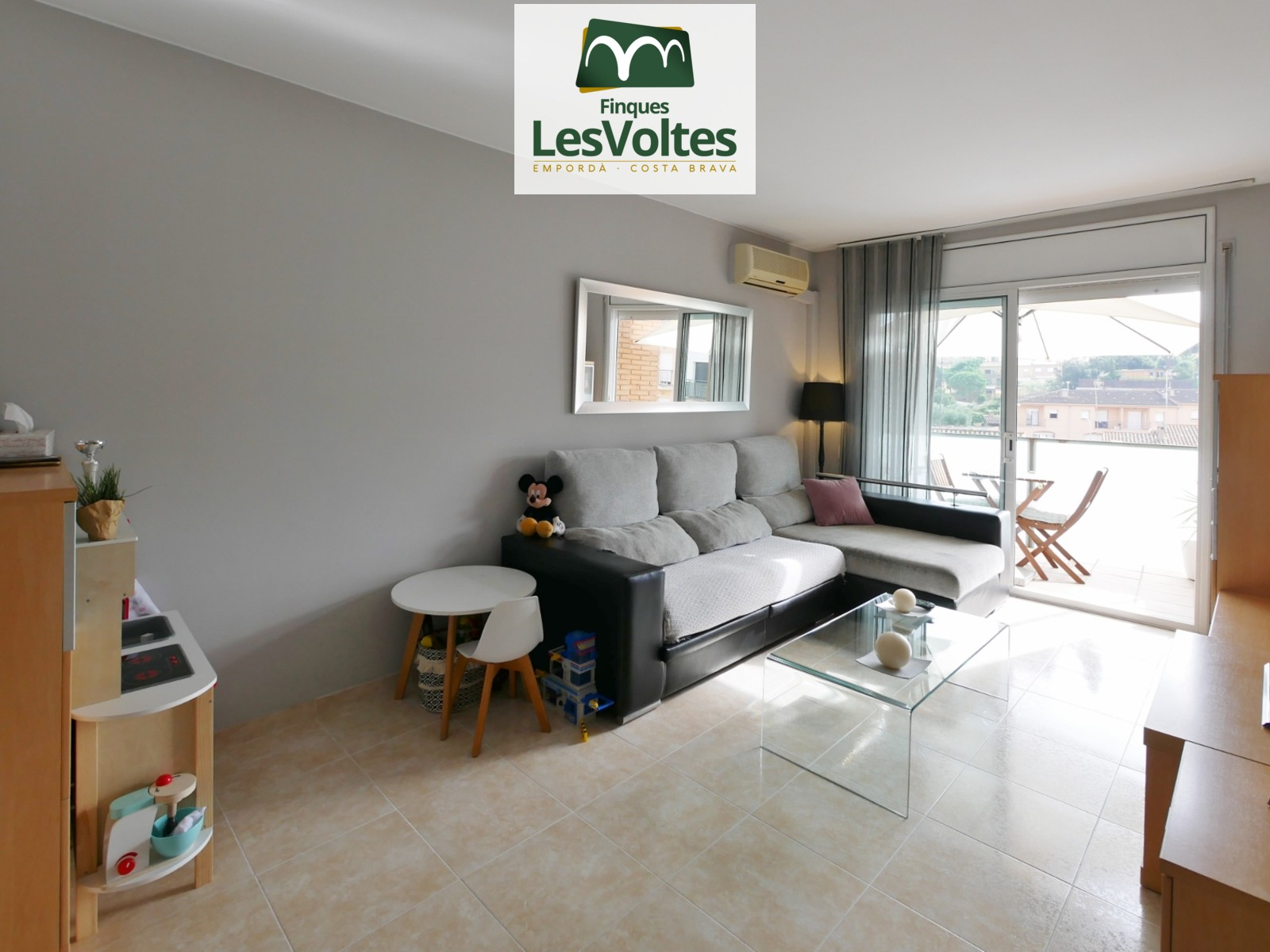3-bedroom duplex penthouse for sale in Palafrugell. Parking space included and community with elevator.