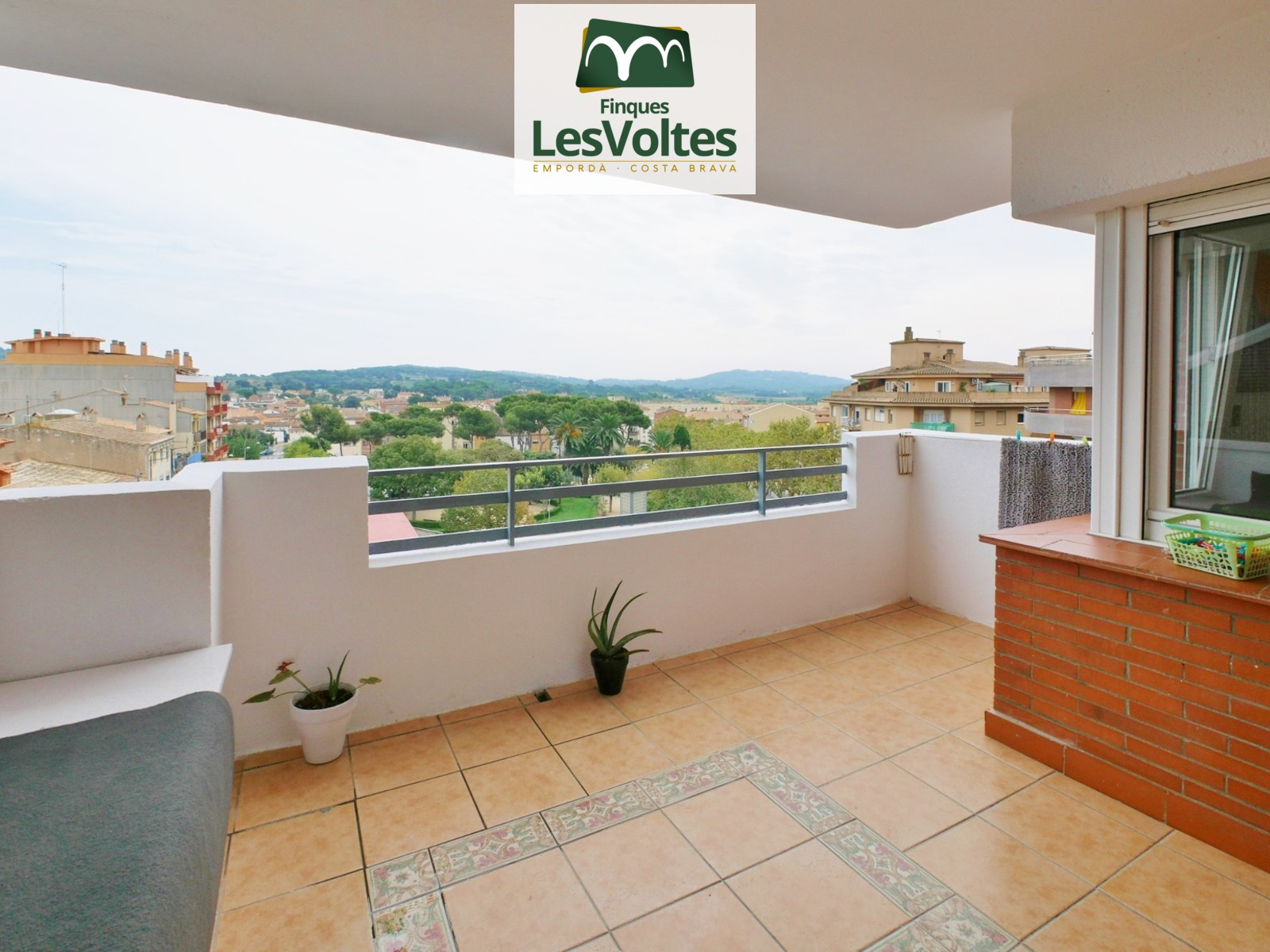 Fantastic 4-bedroom apartment with a balcony for sale in the center of Palafrugell. Unbeatable situation in Campo de en Prats