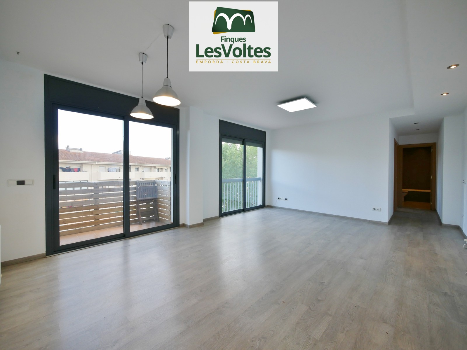 55 M2 APARTMENT ON THE THIRD FLOOR WITH ELEVATOR, AND 10 M2 PARKING FOR RENT IN LA BISBAL D'EMPORDÀ.