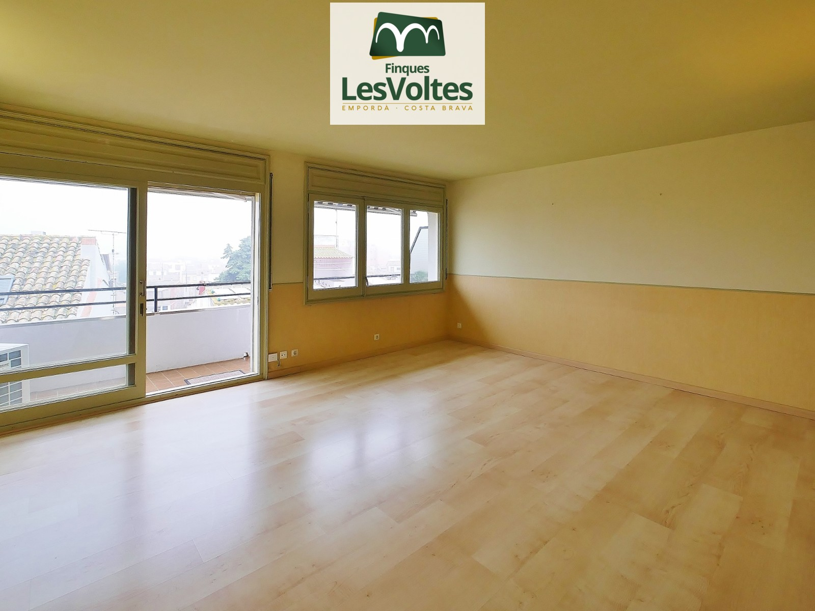 GREAT FLAT FOR RENT IN THE PEATONAL CENTER OF PALAFRUGELL. GREAT VIEWS.