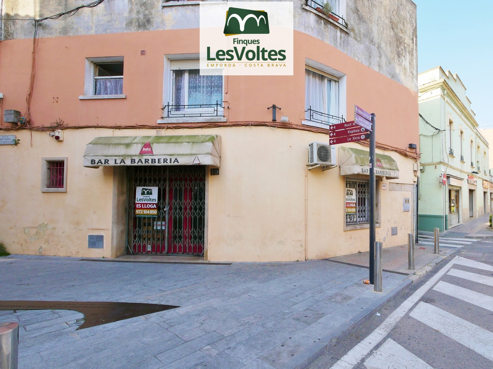 Bar Restaurant for rent in an unbeatable location right in the pedestrian center of Palafrugell.