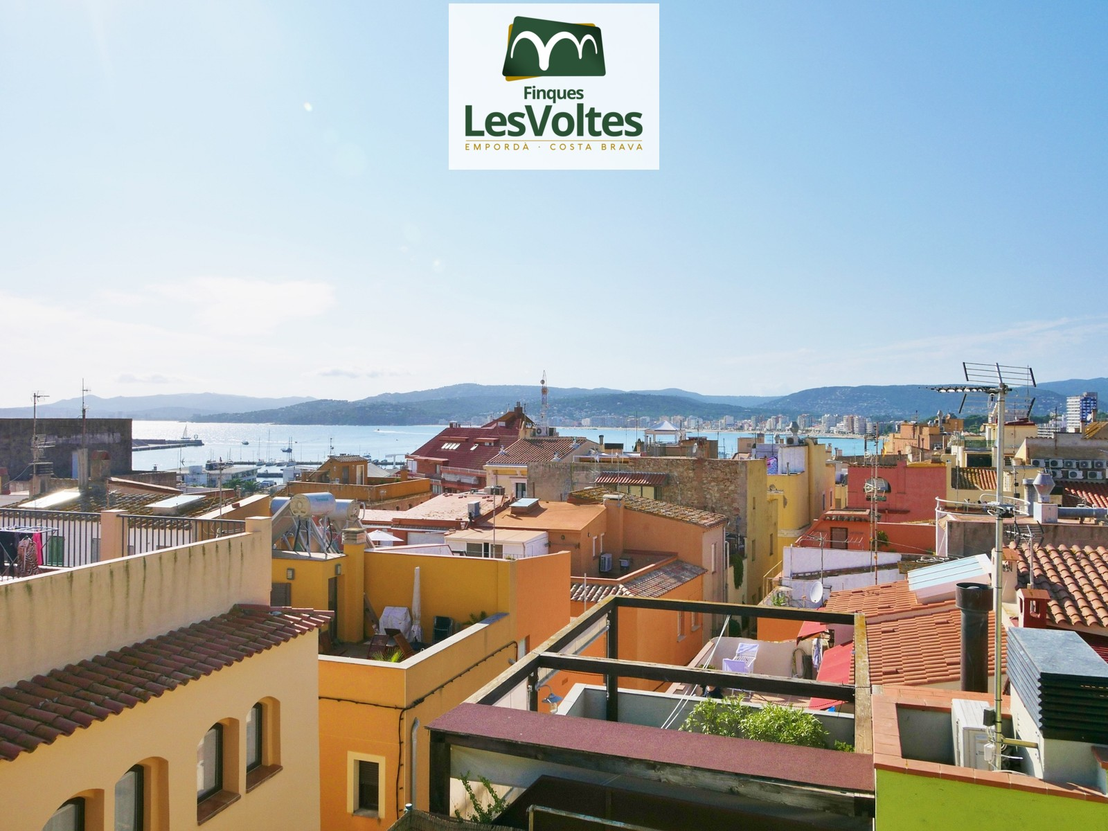 TOWN HOUSE IN THE CENTER OF PALAMÓS WITH LARGE GARAGE AND DIFFERENT TERRACES. SEA VIEW ON THE UPPER TERRACE.
