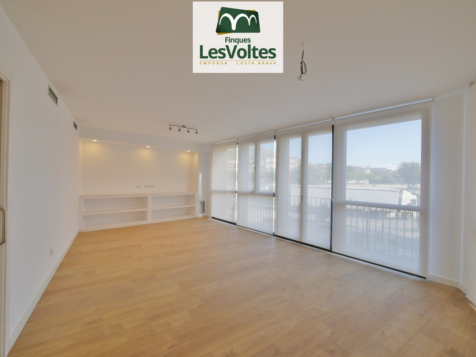 IMPECCABLE BRAND NEW CENTRAL FLAT OF 120 M2 ON THE FIRST FLOOR WITH ELEVATOR FOR RENT IN TORROELLA DE MONTGRÍ.
